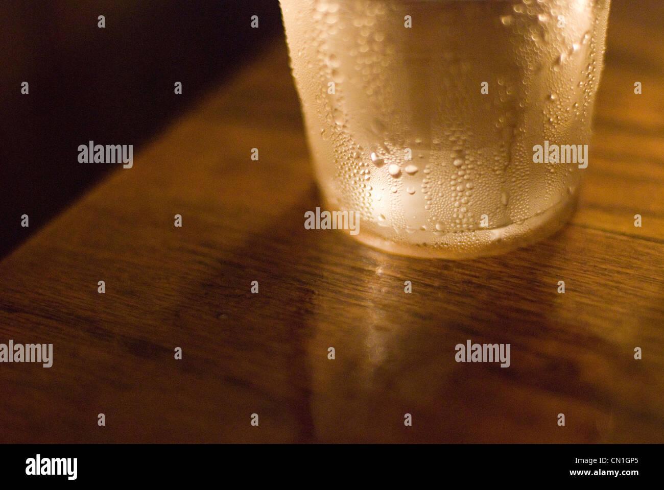 Kondensation auf Wasserglas Stockbild