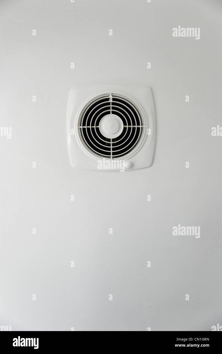 Superieur Küche Abluftventilator Auf Weißen Wand