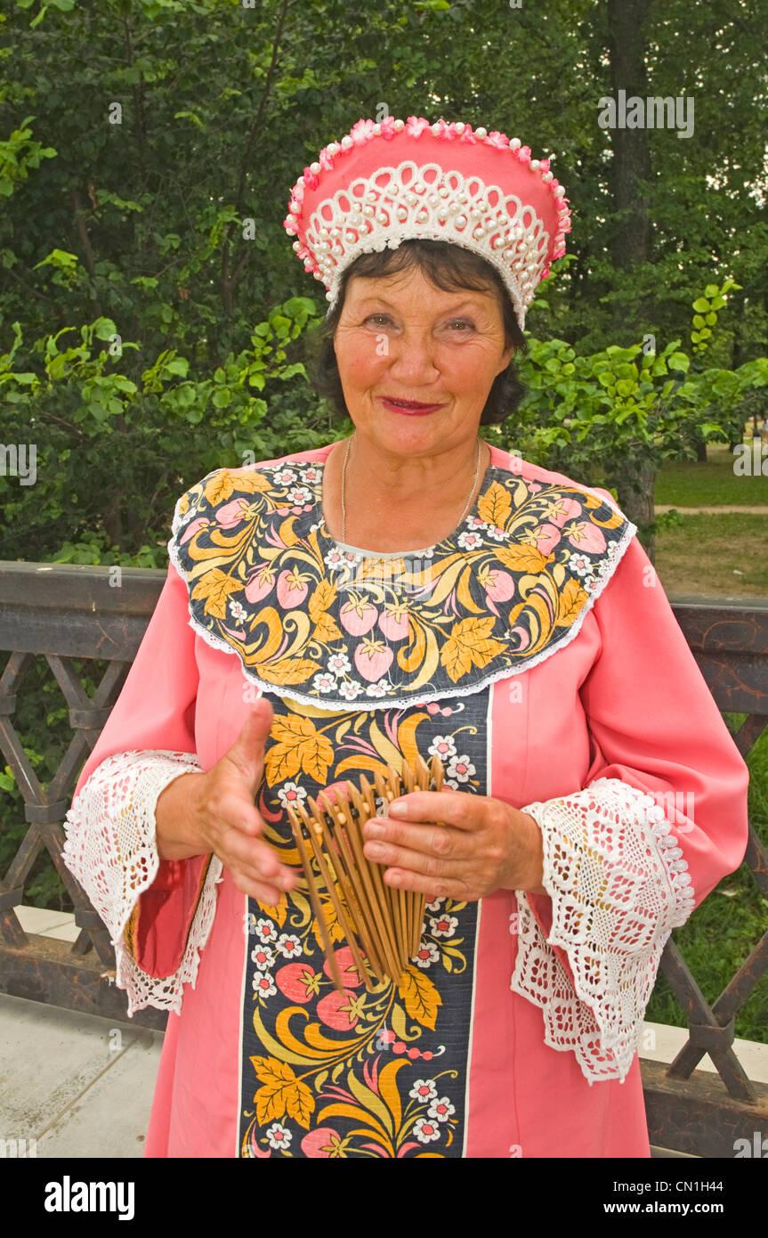 Russland-Uglitsch russische Frau in traditioneller