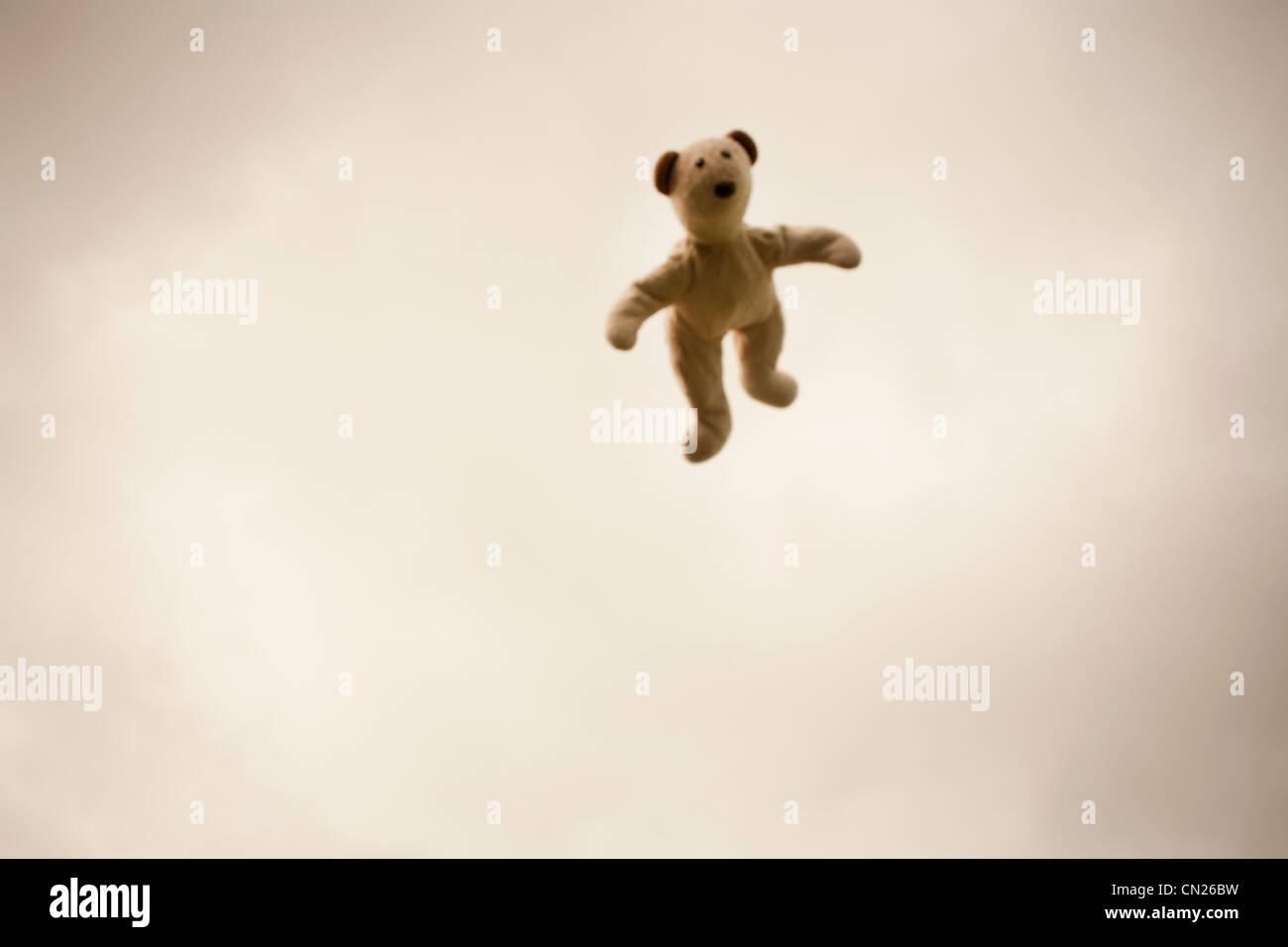 Teddybär in der Luft Stockbild