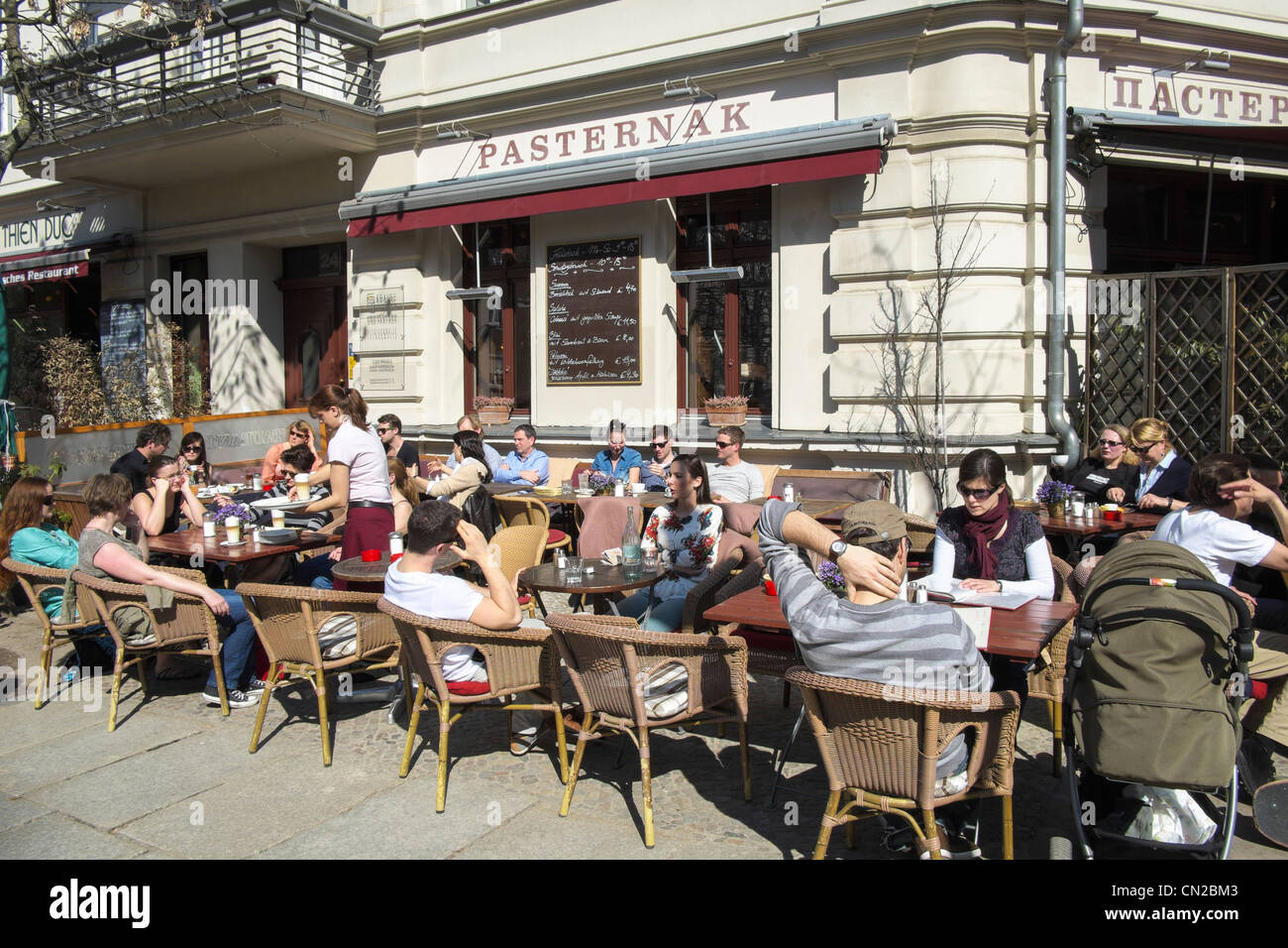Straßencafé in Prenzlauer Berg in Berlin Deutschland Stockbild