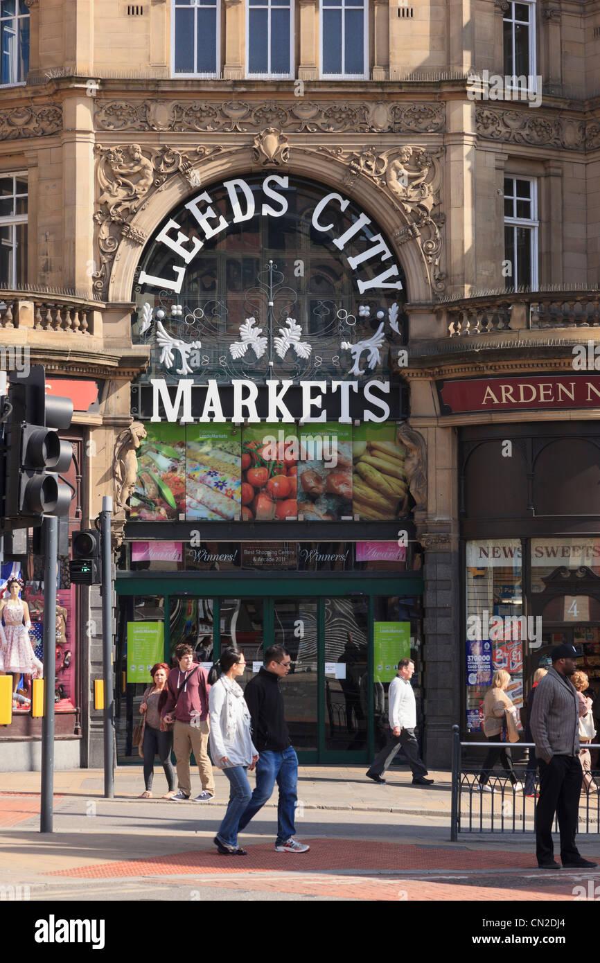 Eingang zum Kirkgate Märkte in die Markthalle, die Gebäude in Leeds, West Yorkshire, England, UK, Großbritannien Stockbild