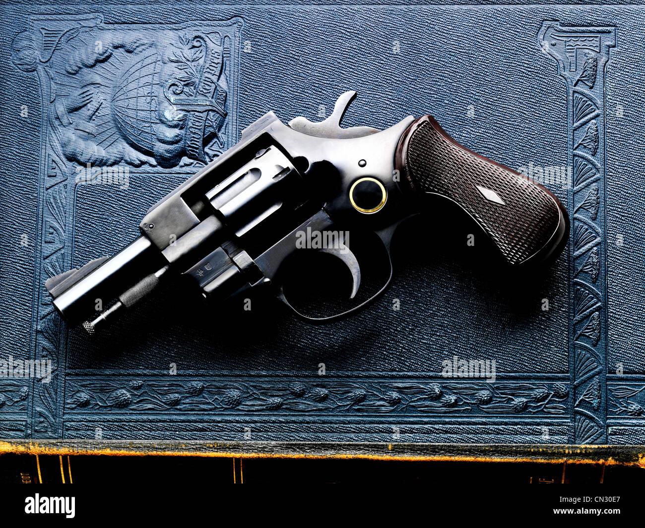 handgun stockfotos handgun bilder alamy. Black Bedroom Furniture Sets. Home Design Ideas
