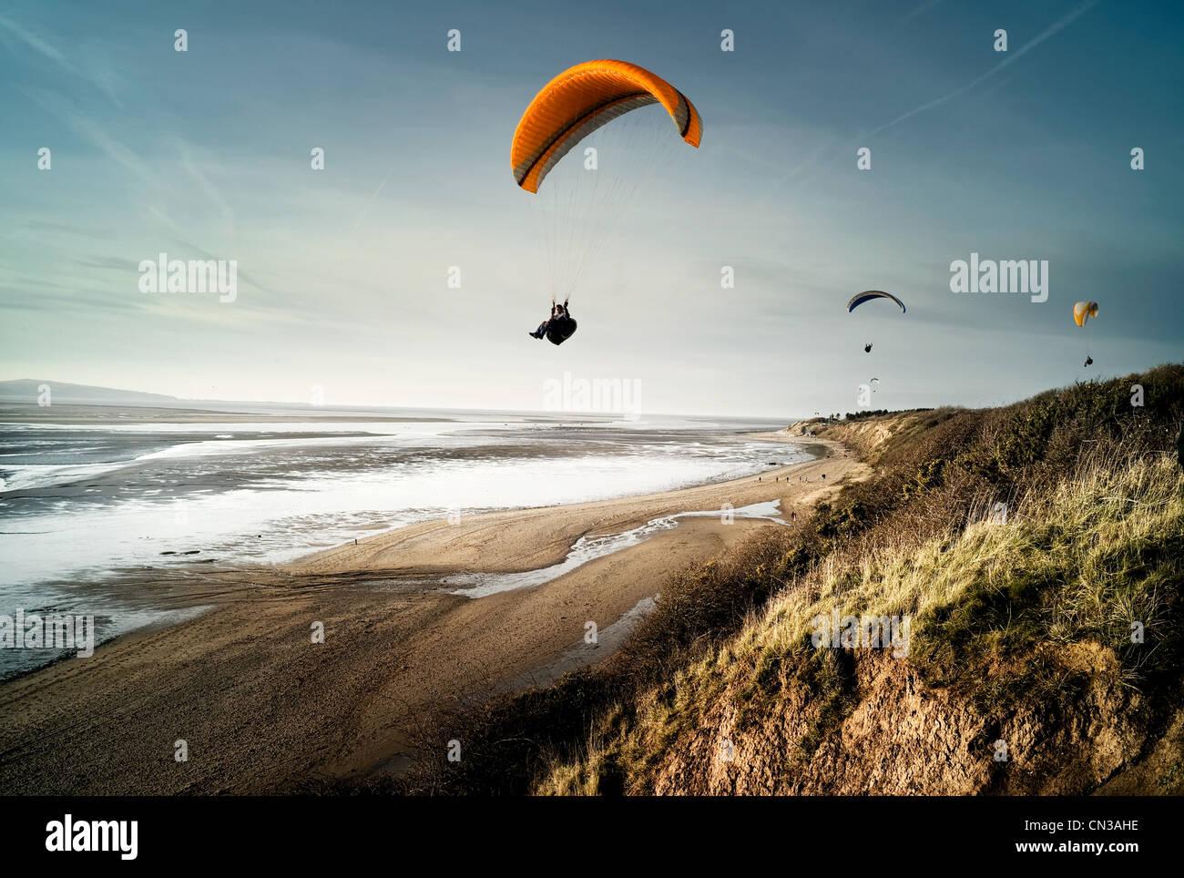Drachenflieger über Strand Stockbild