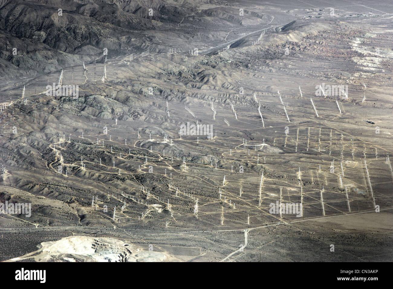 Luftaufnahme des Windparks in Wüste, Kalifornien, USA Stockbild