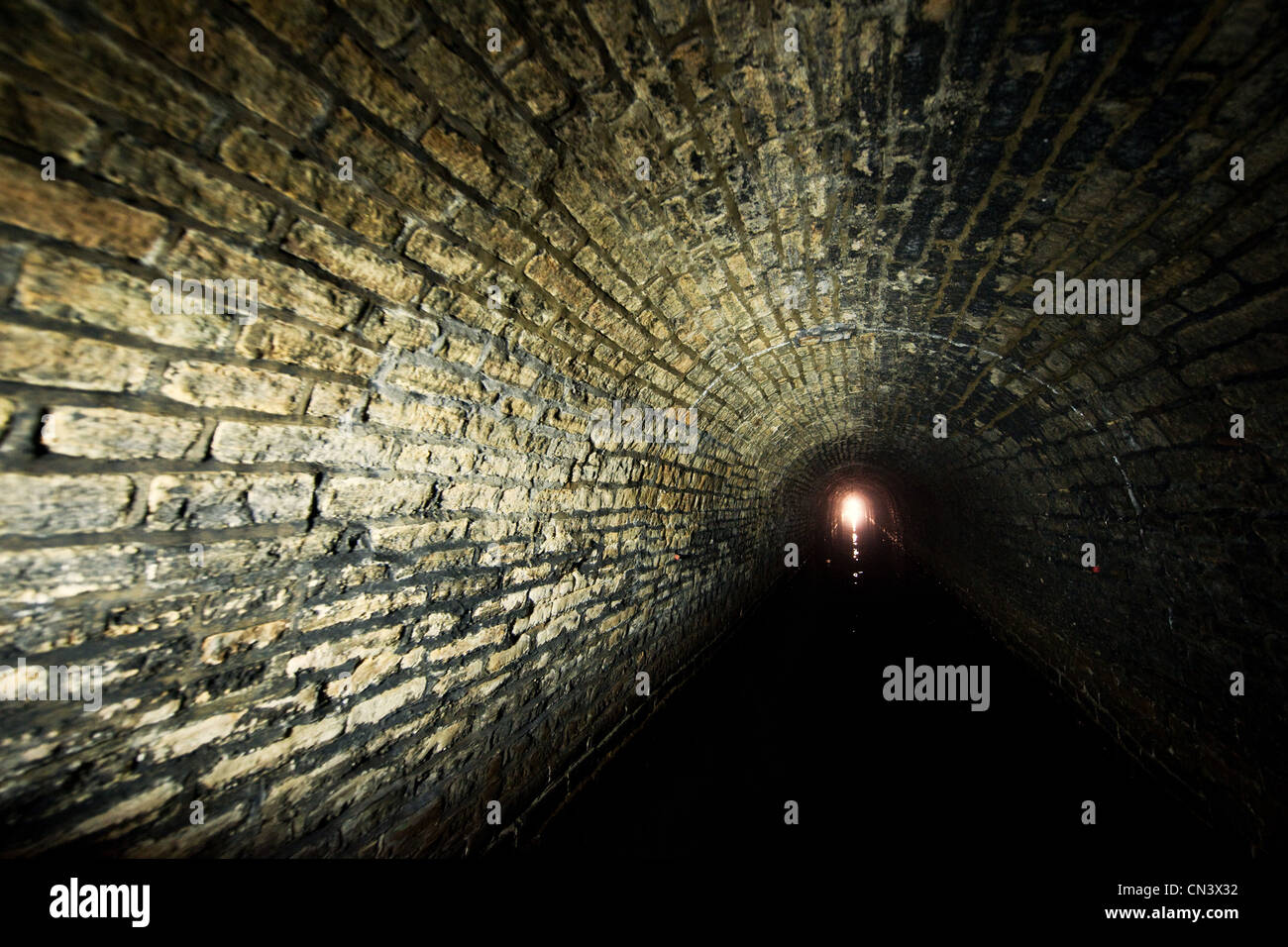 Ein Licht am Ende eines Tunnels Stockbild