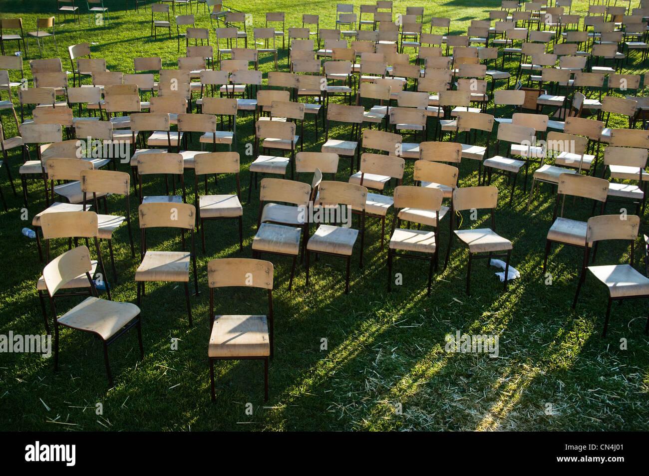 Stühle für Konzert im freien Stockbild