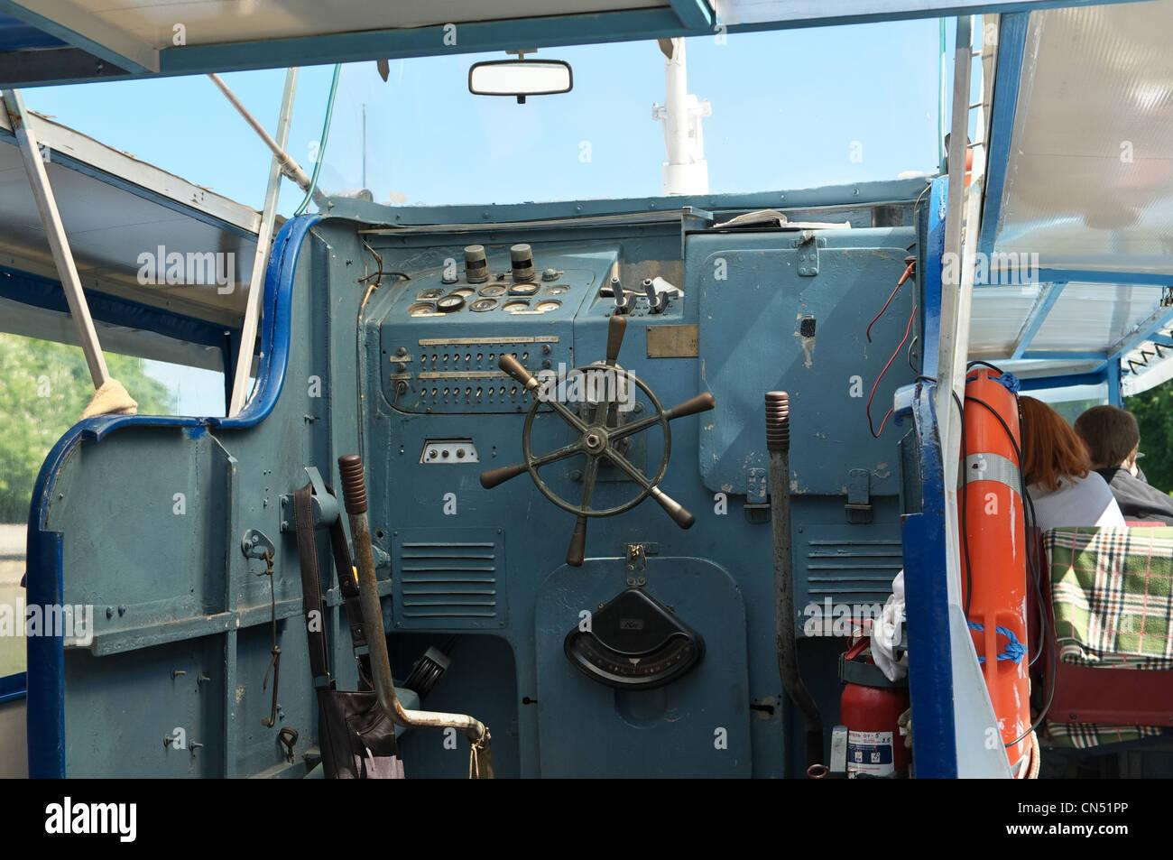 Boot steuerstand stockfoto bild 47439694 alamy - Leuchtkasten selber bauen ...