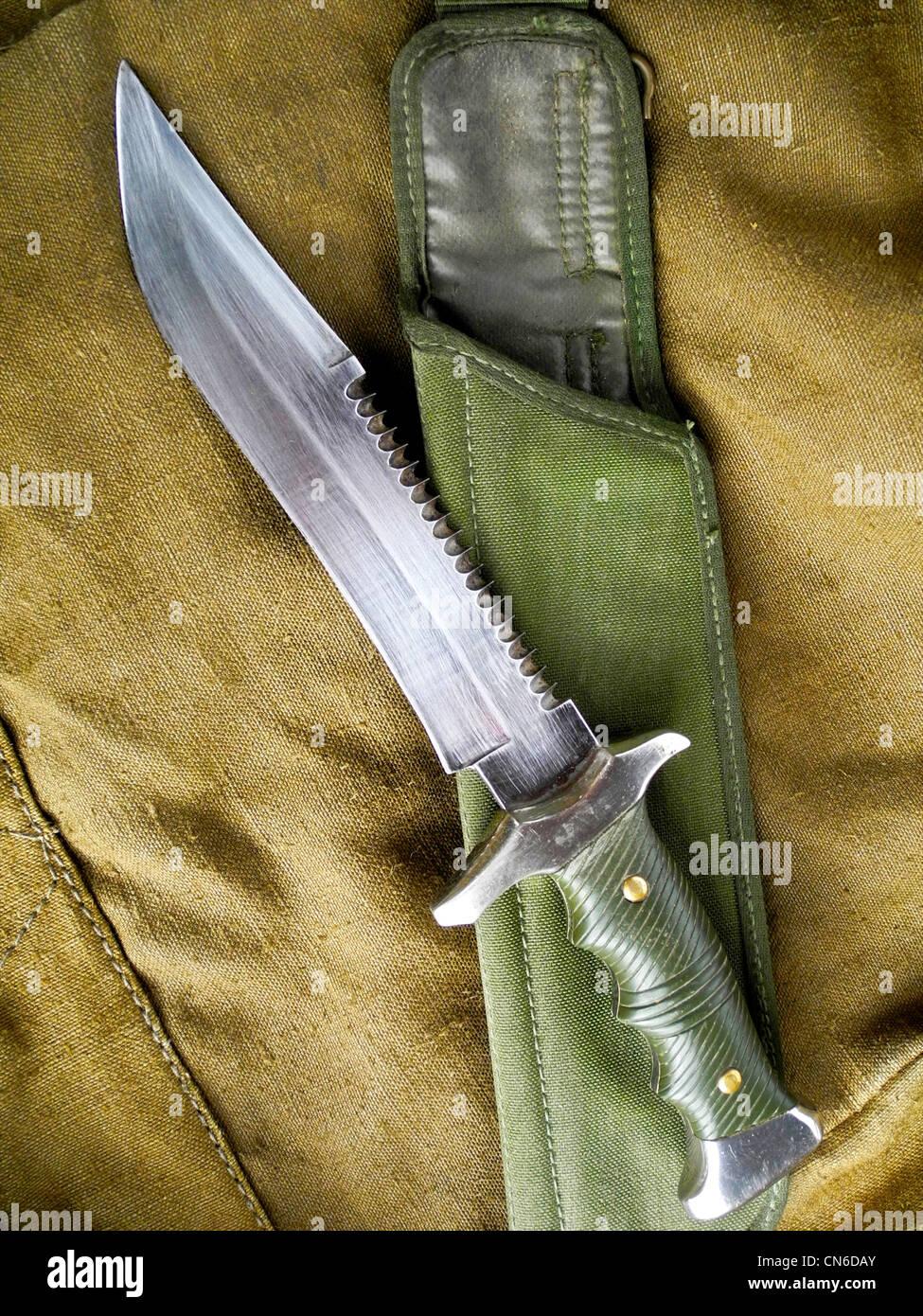 Eine militärische Kampfmesser als Waffe im Nahkampf eingesetzt. Stockbild