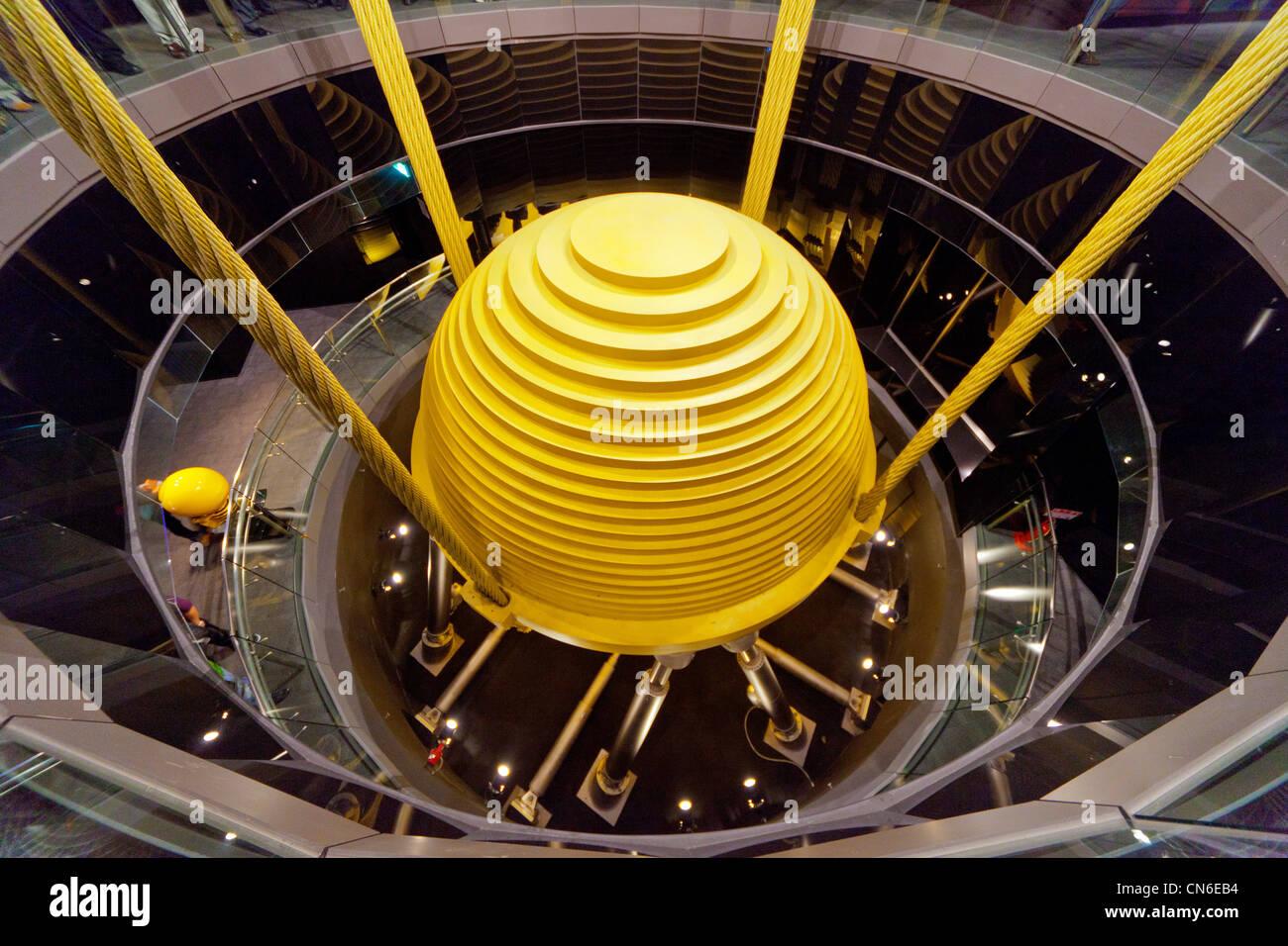Masse Dämpfer Pendel 660 Tonnen auf Taipei 101 Wolkenkratzer Taipei Taiwan abgestimmt. JMH5731 Stockbild