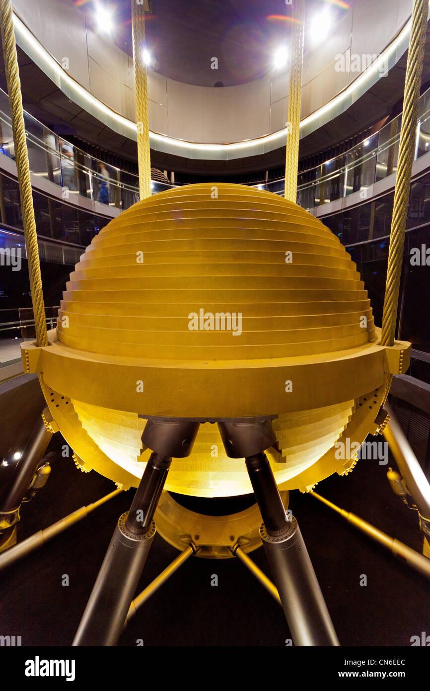 Masse Dämpfer Pendel 660 Tonnen auf Taipei 101 Wolkenkratzer Taipei Taiwan abgestimmt. JMH5733 Stockbild