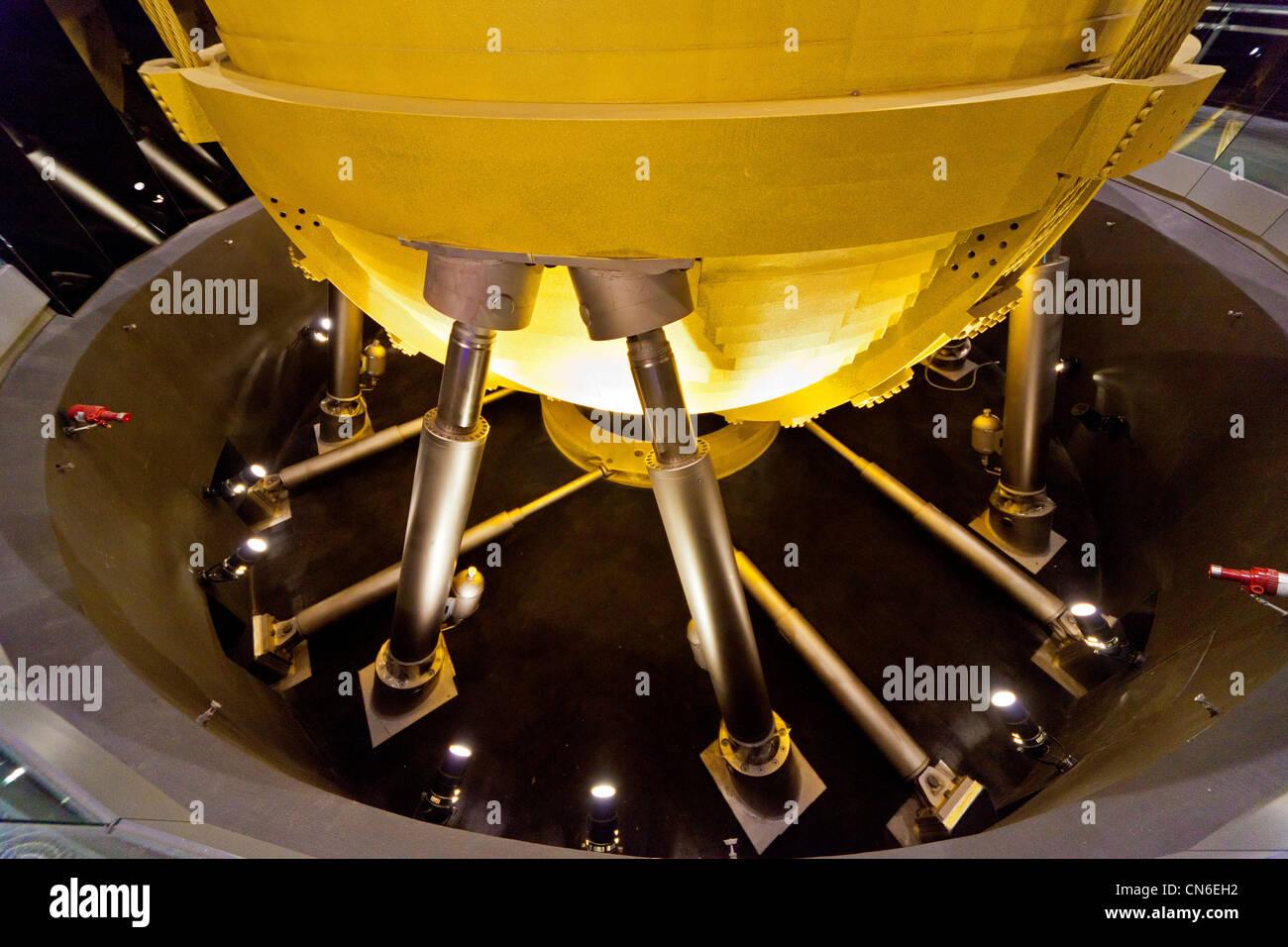 Masse Dämpfer Pendel 660 Tonnen auf Taipei 101 Wolkenkratzer Taipei Taiwan abgestimmt. JMH5735 Stockbild