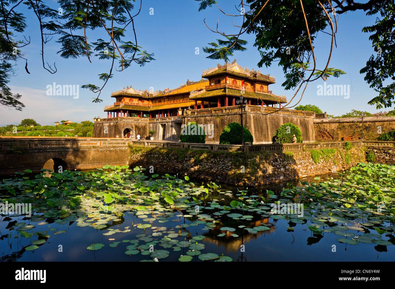 Kaiserstadt Hue Vietnam mit Graben und Wasser-Lilien Stockbild