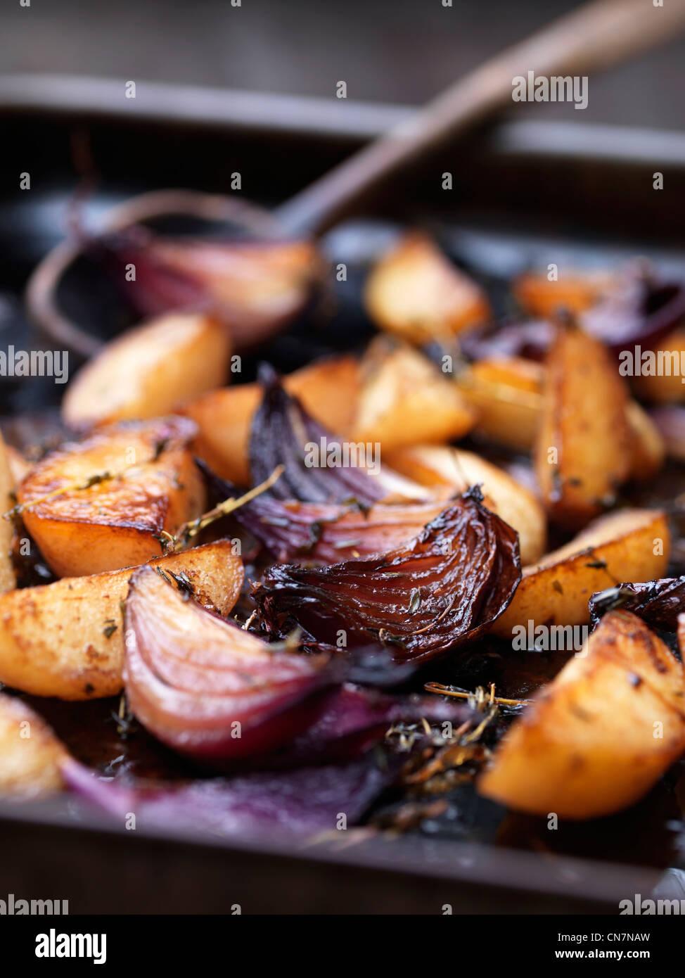 Nahaufnahme von gebratenem Gemüse im tray Stockbild
