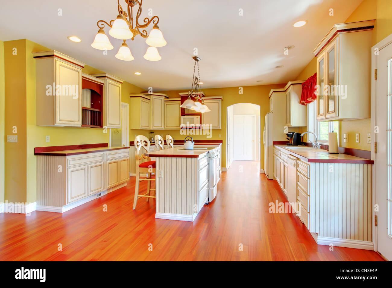 Ungewöhnlich Küche Renoviert Fotos Weißen Schränke Ideen - Küchen ...