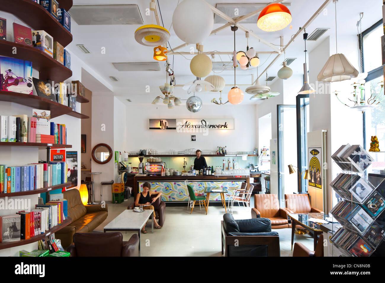 wien gumpendorfer strasse phil cafe und shop verkauf von buchern dvds cds und vintage mobel