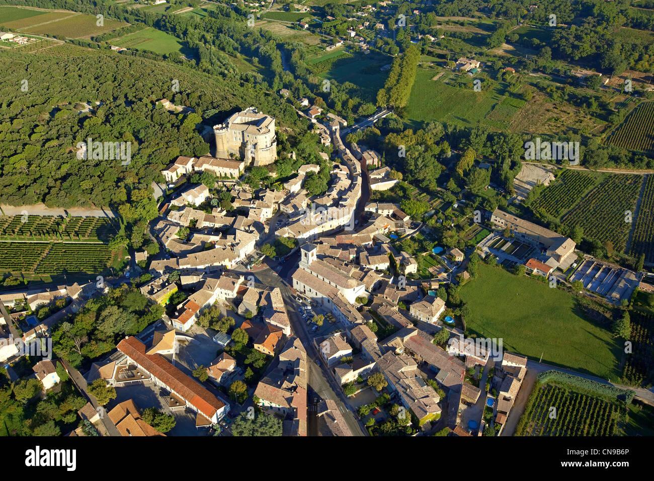 Frankreich, Drome, Drôme Provencale, Suze la Rousse, im Hintergrund das 11. Jahrhundert feudalen Burg bergende Stockbild