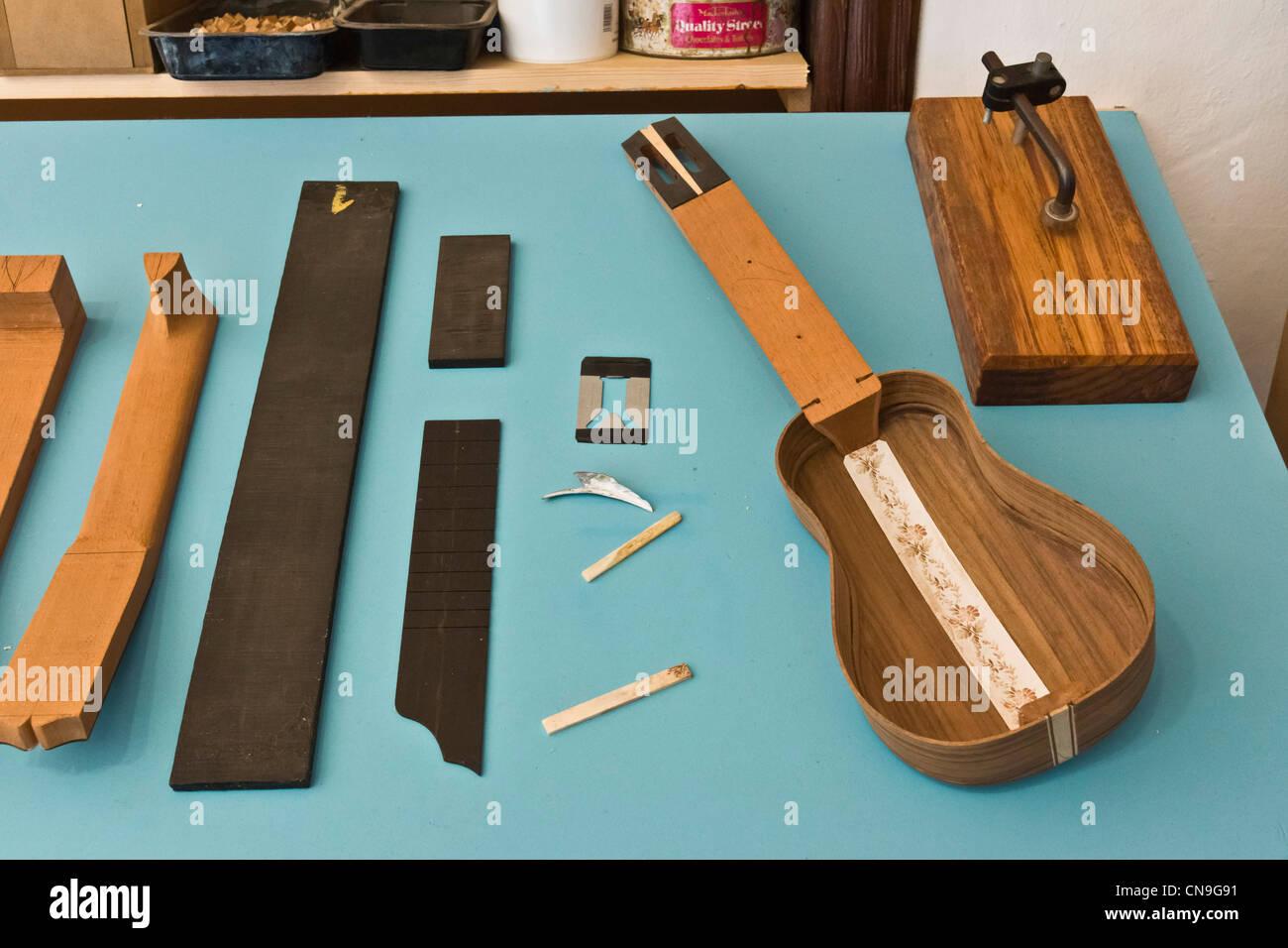 Luthiery - Herstellung eine Timple, Kanarische fünfsaitigen barocken Ukulele, auf der Casa del Timple, Teguise, Stockbild
