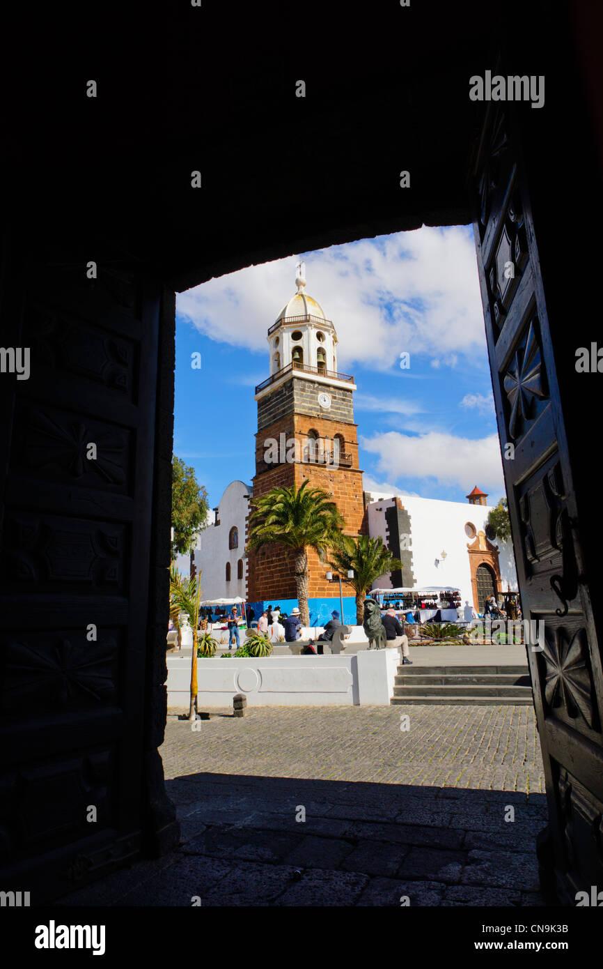 Lanzarote, Kanarische Inseln - Teguise, zentrale Insel Stadt und beliebter Sonntagsmarkt. Platz von Casa del Timple. Stockbild