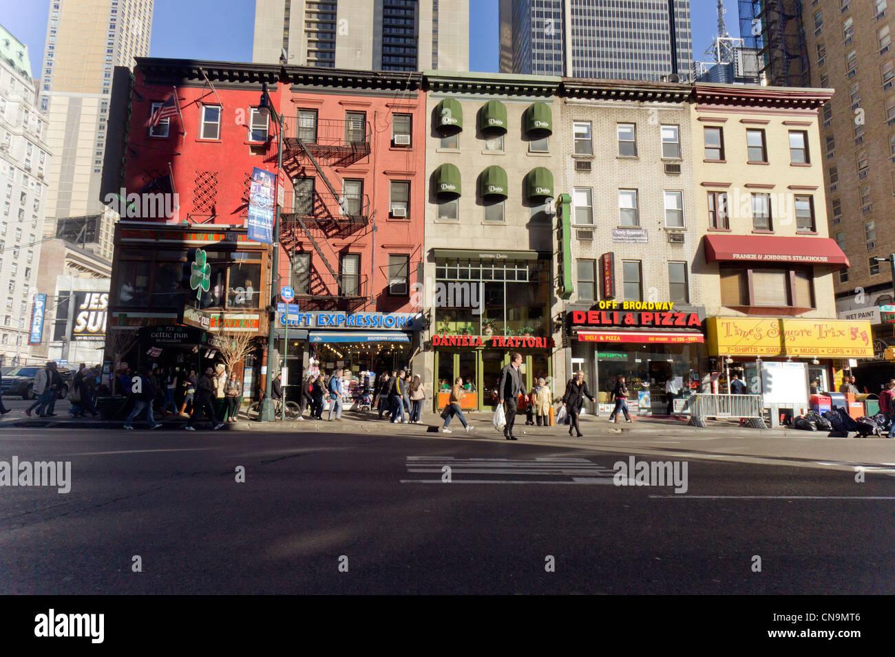Geschäfte als unbebauten Immobilien entlang der Ostseite der Eighth ...