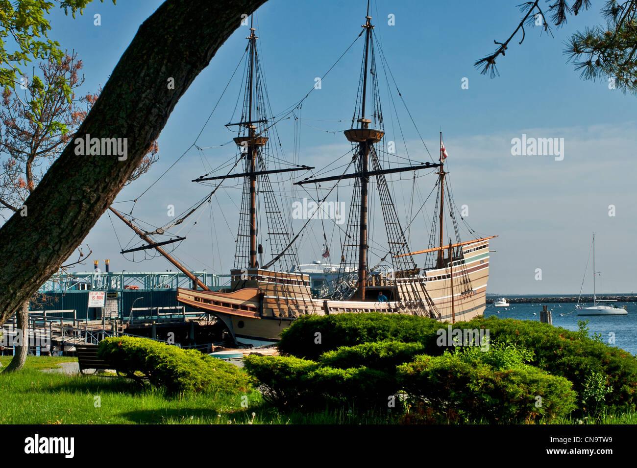 Schiff Mayflower II, verankert im Hafen von Plymouth, Plymouth, Massachusetts, USA ist eine Nachbildung des Originals Stockbild