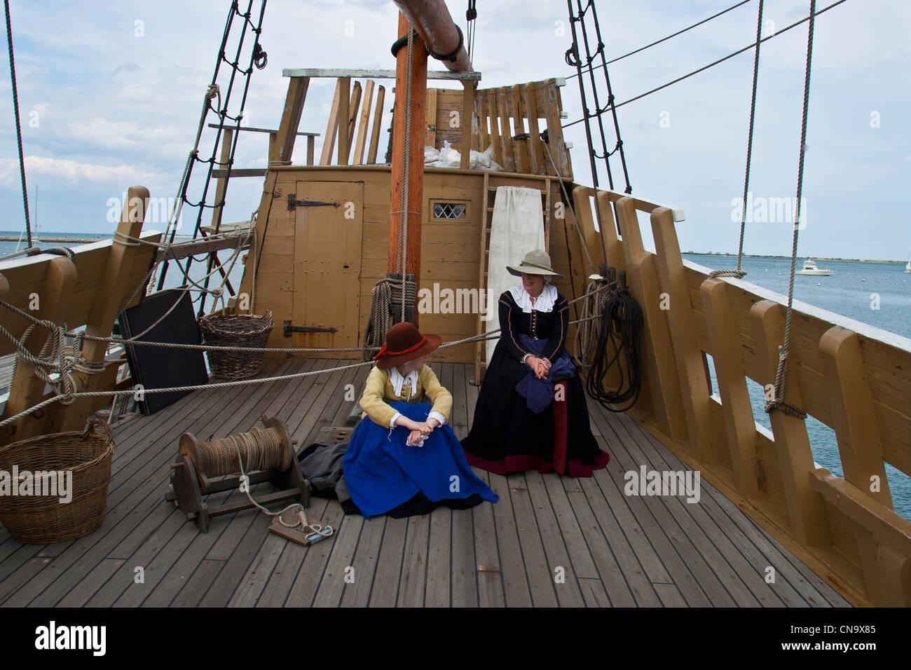 Schiff Mayflower II, verankert im Hafen von Plymouth, Plymouth, Massachusetts, USA ist eine Nachbildung des Originals Stockfoto