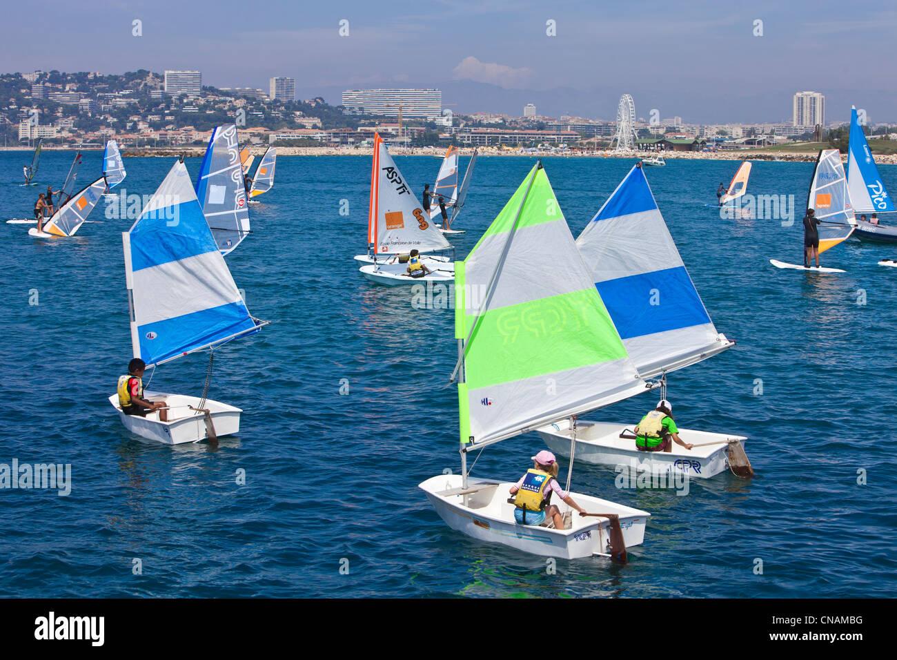Frankreich, Bouches du Rhone, Marseille, Optimist im Hafen Stockbild