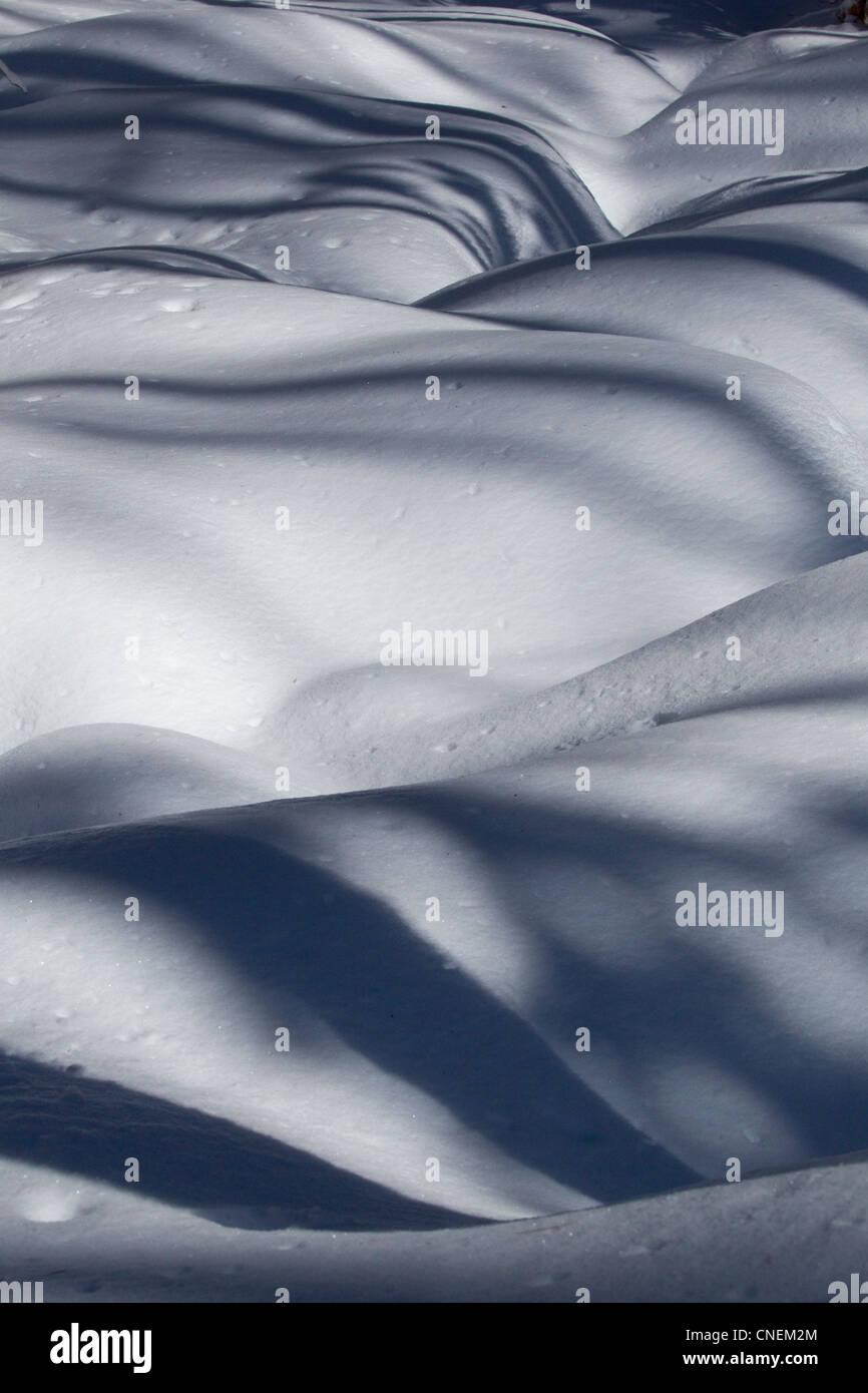 Schnee mit Schatten, Winterszene Stockbild