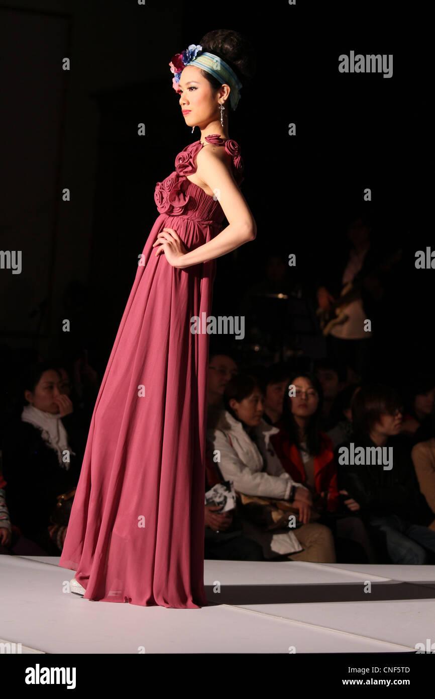 Ausgezeichnet Chinesisch Cocktailkleid Galerie - Brautkleider Ideen ...