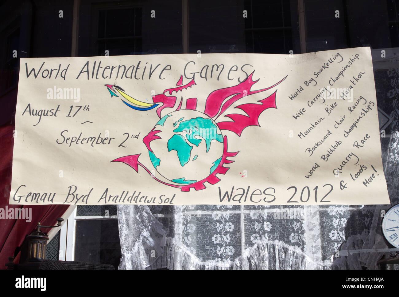 Welt-Alternative Spiele-Plakat in einem Schaufenster in Llanwrtyd Wells, Powys UK. Stockbild