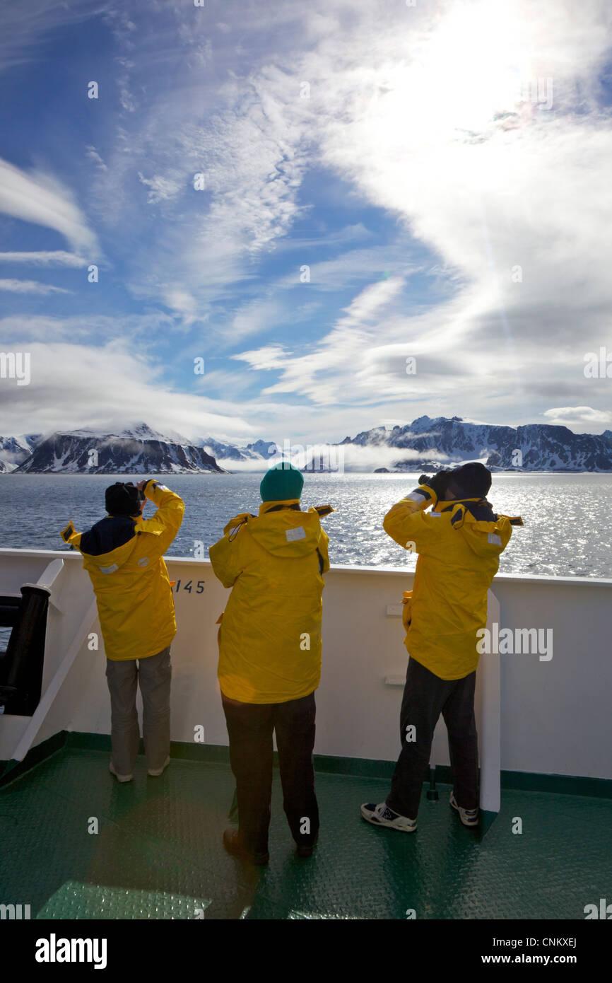 Touristen fotografieren an Bord des Schiffes Polarexpedition, Akademik Sergey Vavilov, südlichen Spitzbergen Stockbild