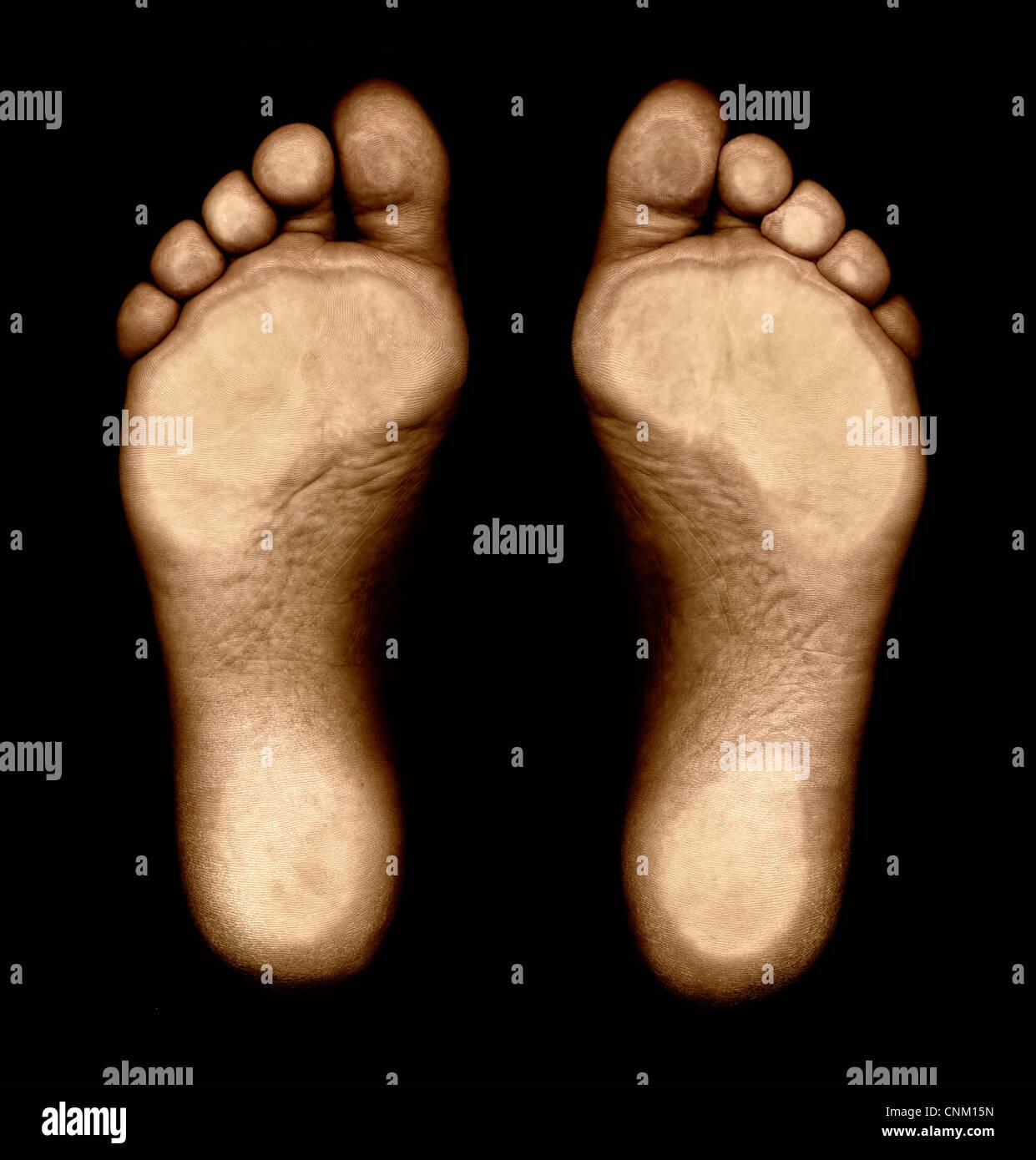 Füße von unten, Fussspuren Stockbild