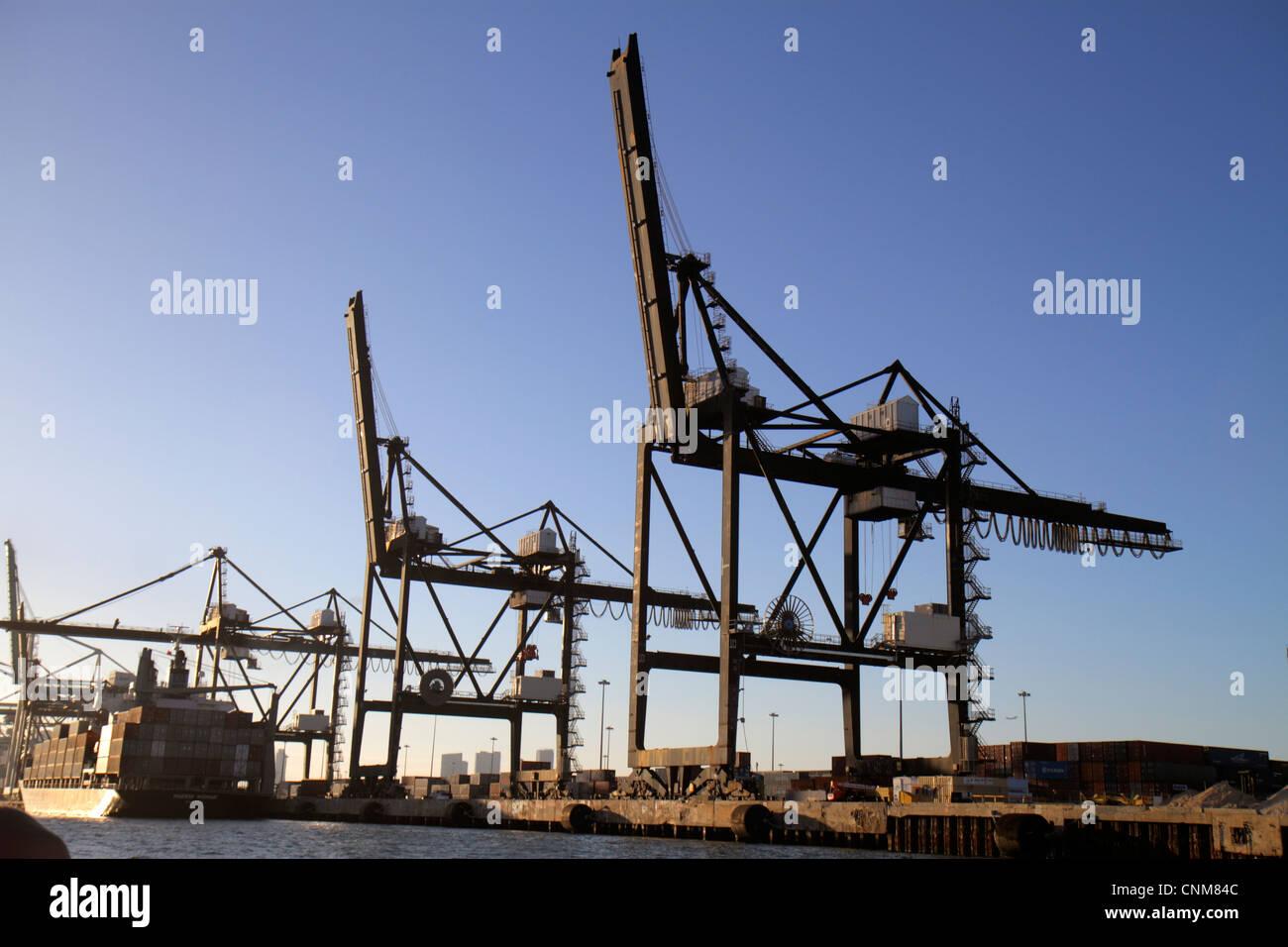 Miami Florida Biscayne Bay Dodge Insel Port of Miami Lastenaufzug Container Krane Schiff Stockfoto