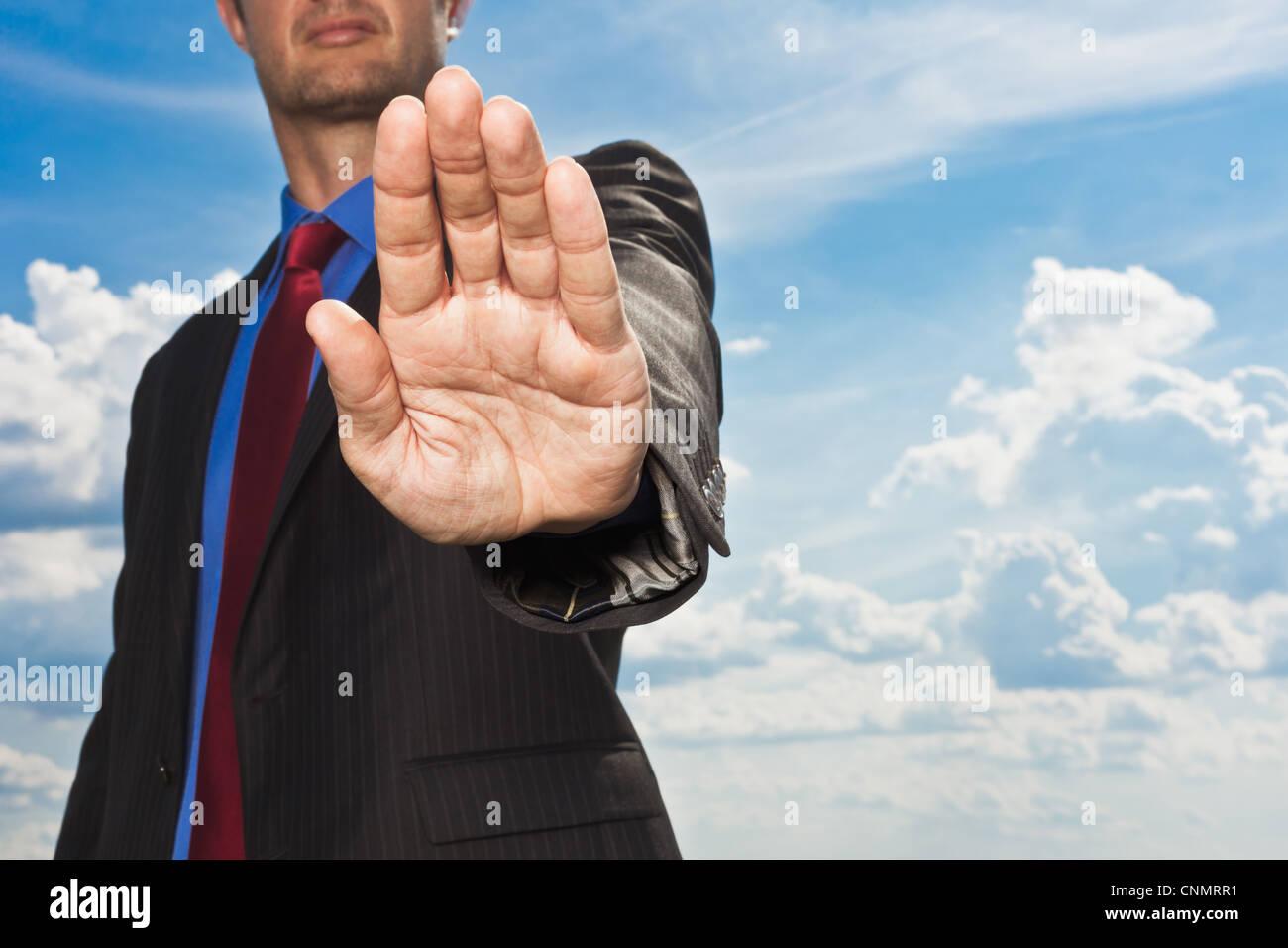 Geschäftsmann in der Hand aus der Hand zu stoppen Stockbild