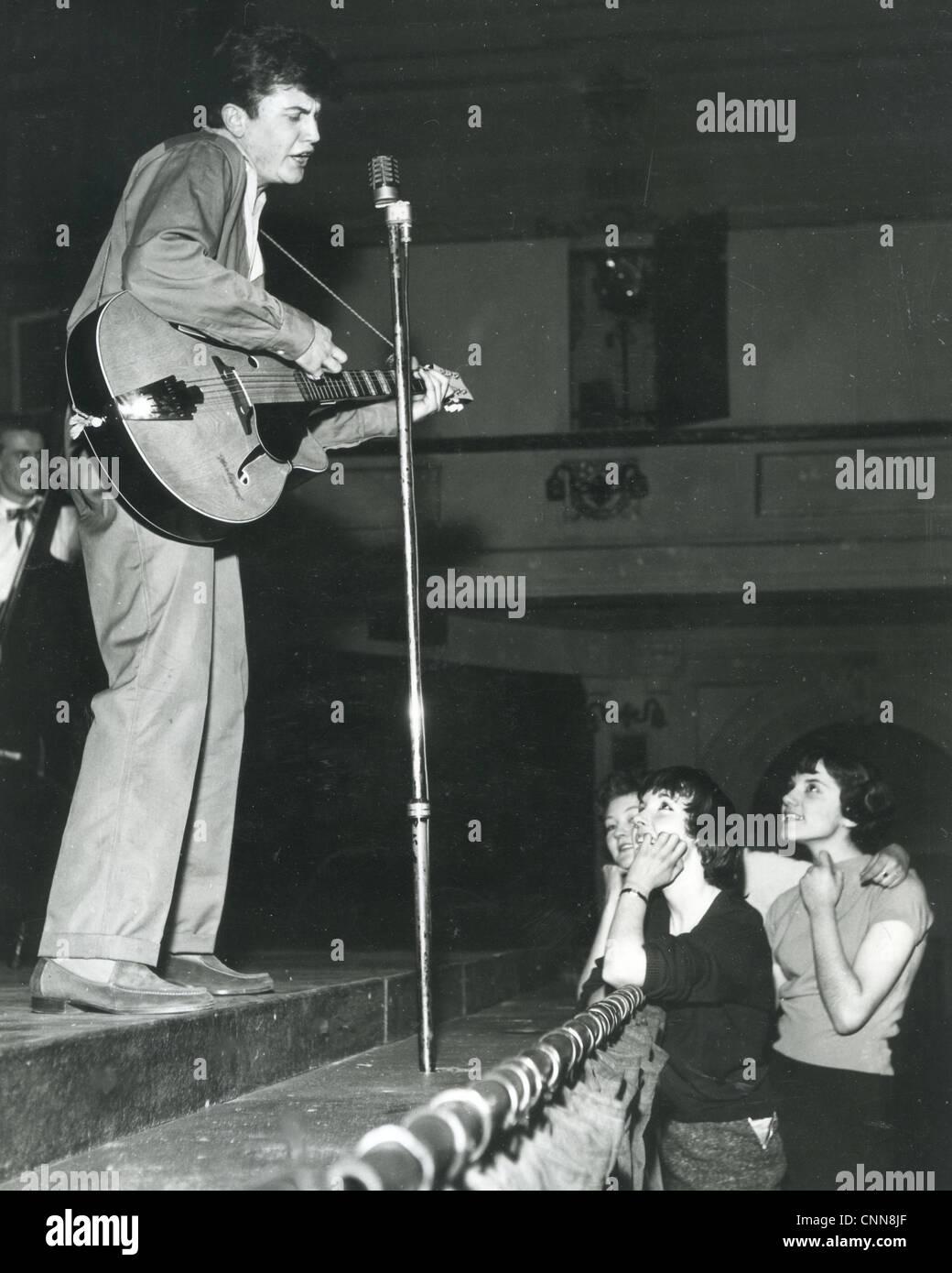 TERRY DENE UK-Pop-Sängerin an der Civic Hall, Croydon, 1958 während der Proben Stockbild
