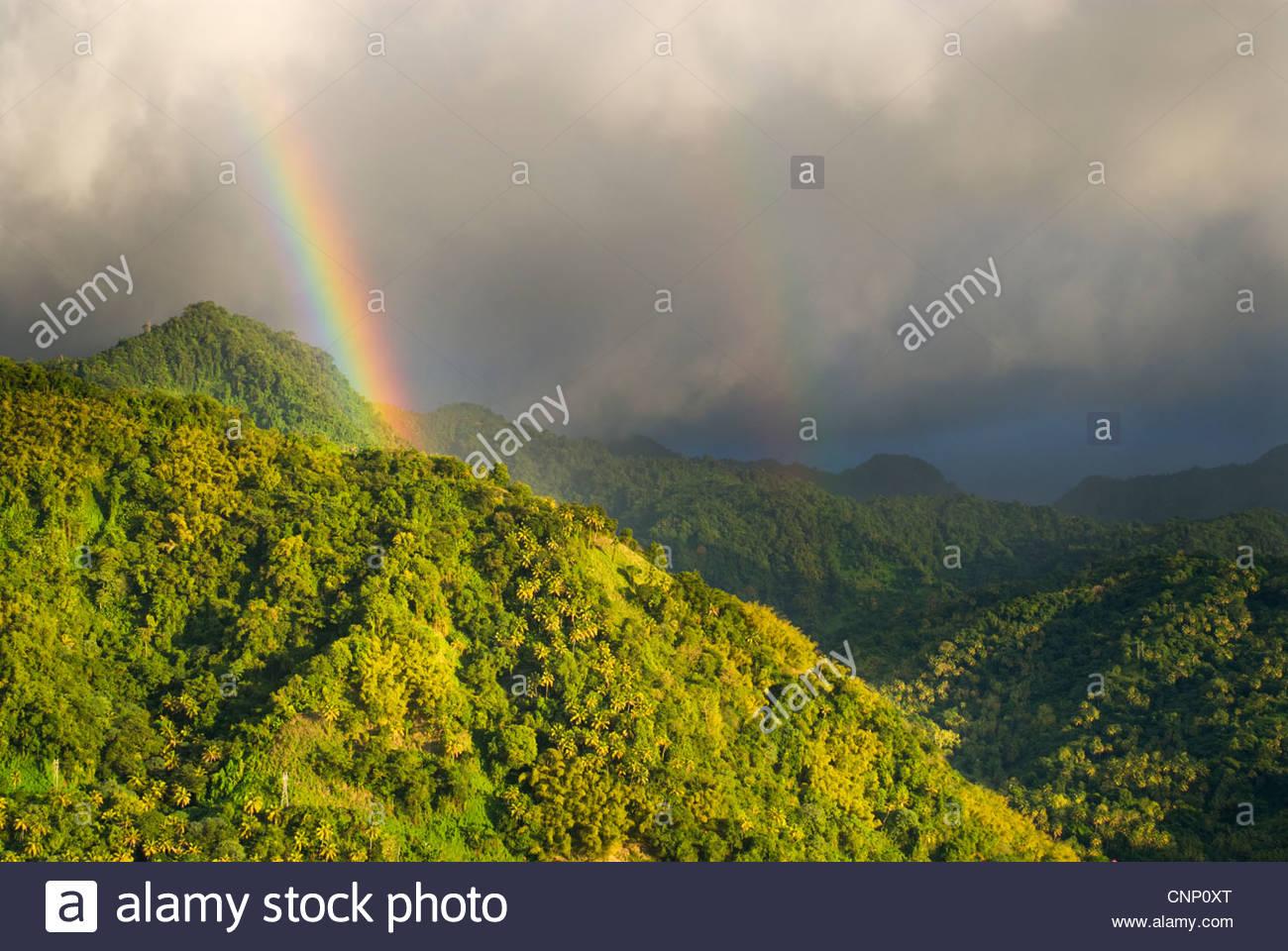 Stürmische Himmel in der Nähe von Soufrière, St. Lucia, Windward-Inseln, Karibik Stockbild