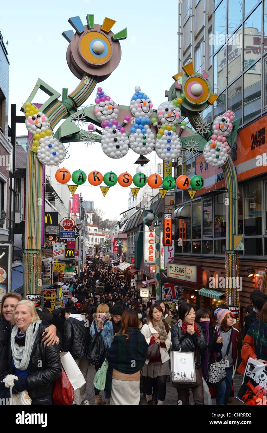 Käufer an der Takeshita Street in Harajuku, Tokyo, Japan Stockfoto