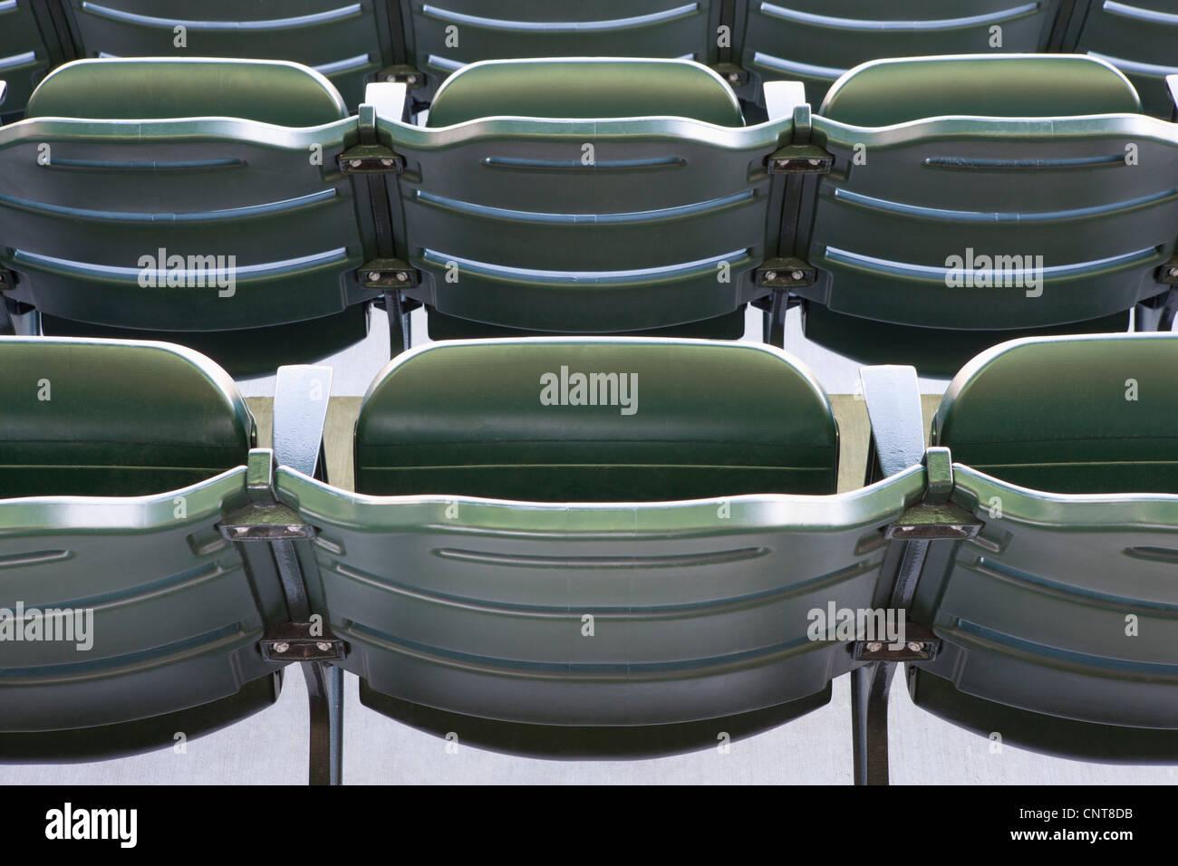 Leere Stadionbestuhlung, beschnitten Stockbild