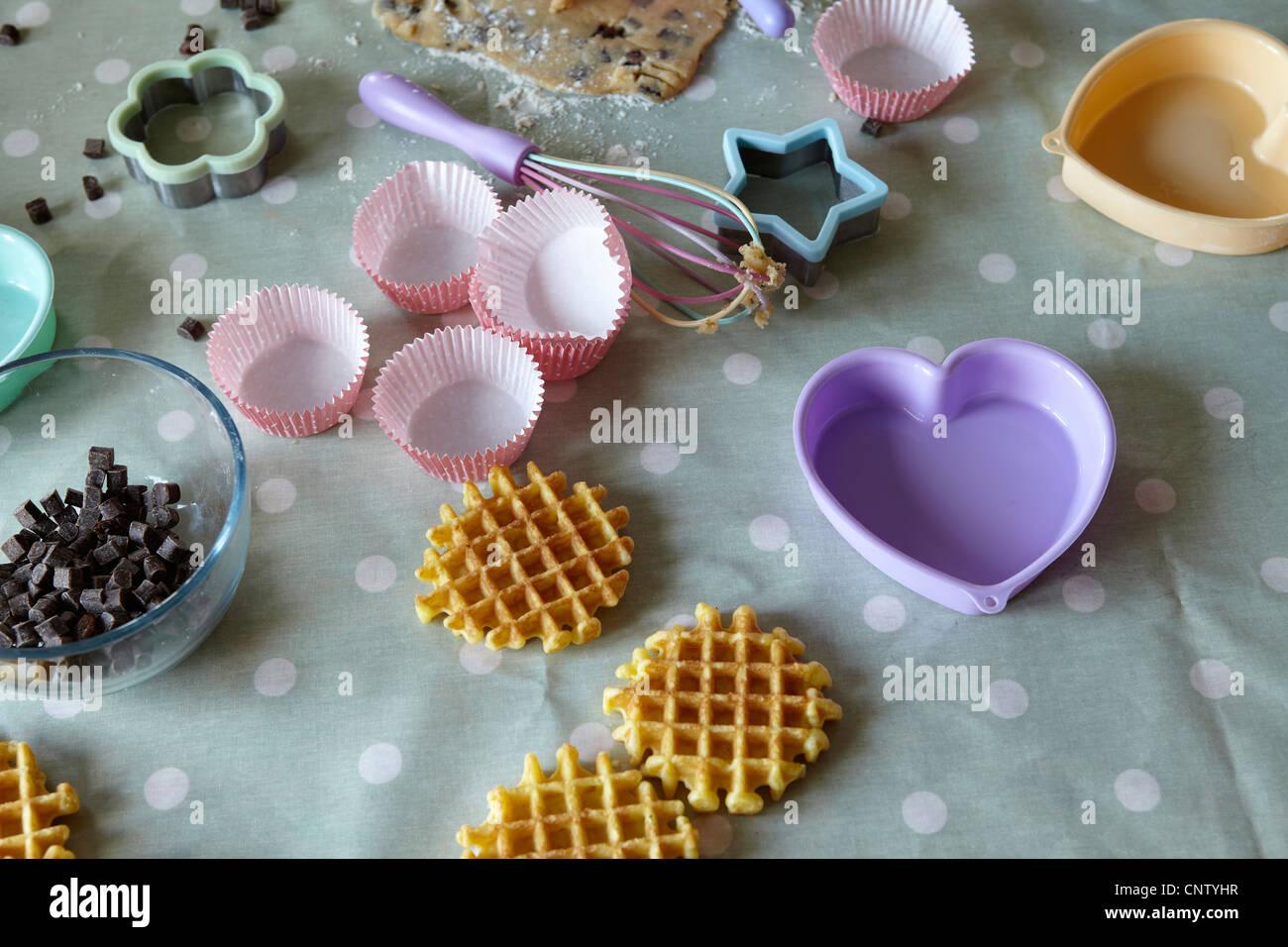 Implementiert in messy Küche Backen Stockfoto