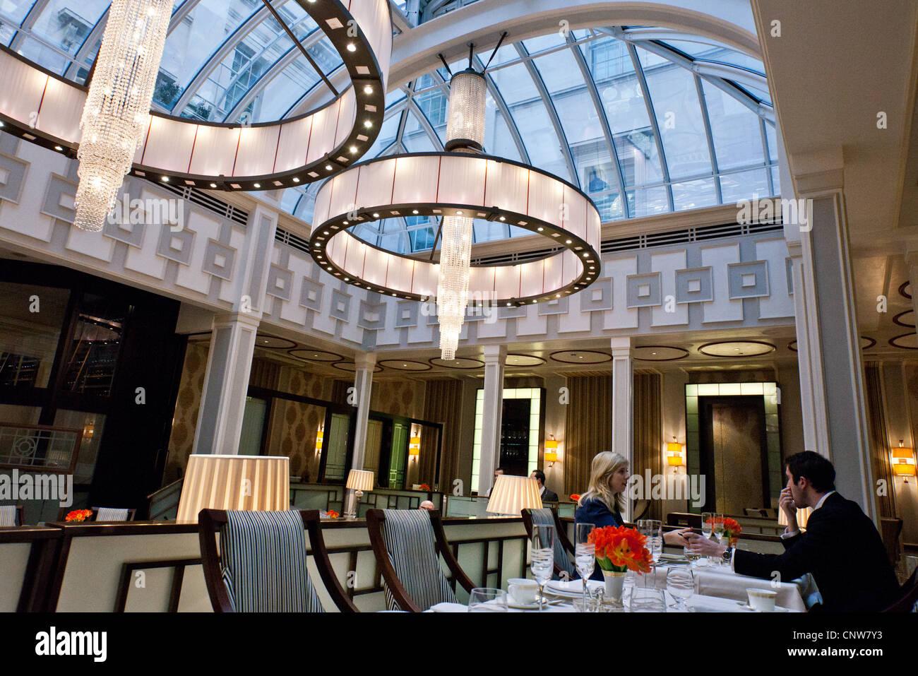 Europa-England-London, der am Nachmittag Tee-Halle des Lanesborough Hotel in Hide Park Ecke Stockbild