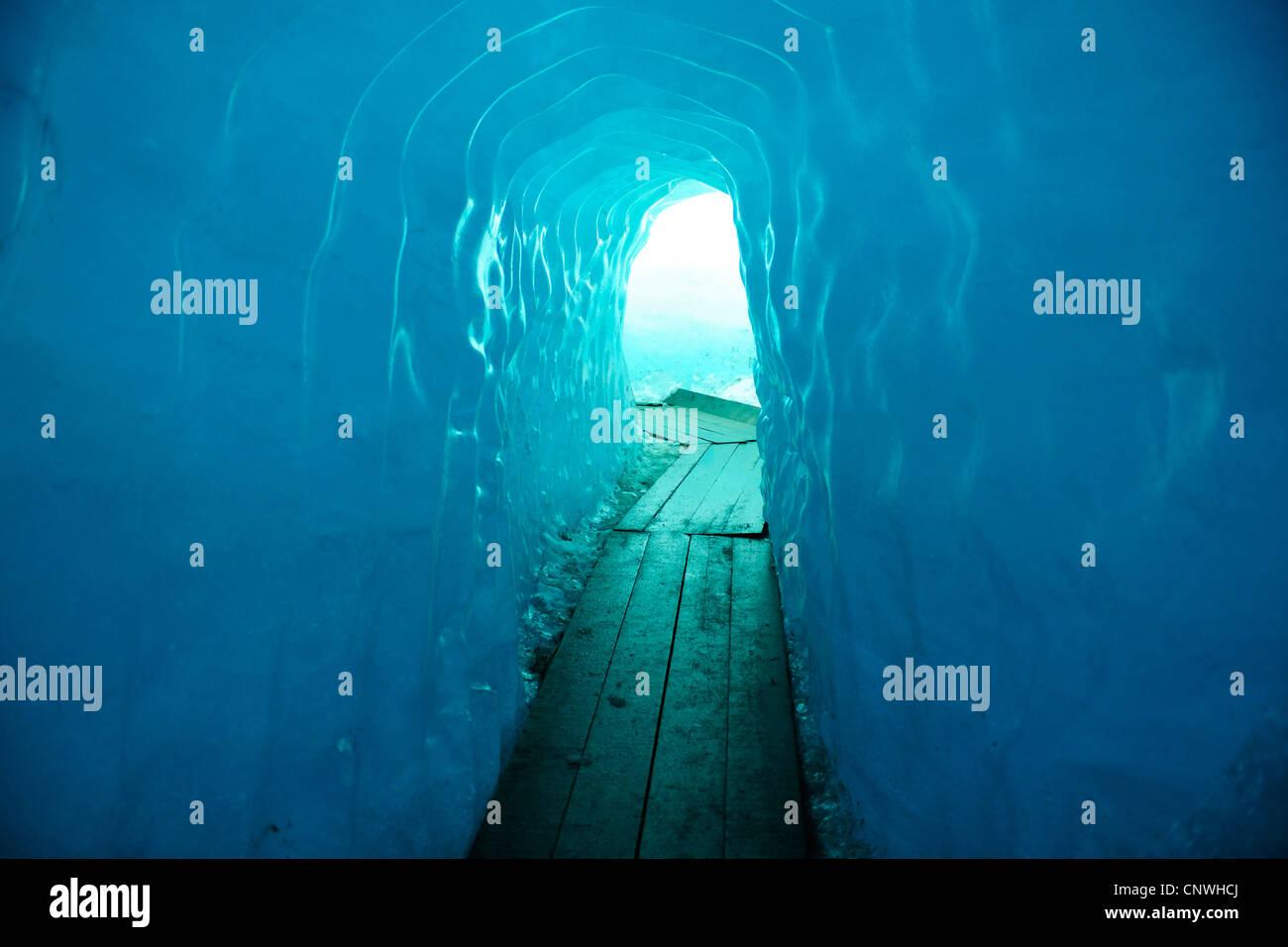 Ice-Tunnel bei Rh Ne Gletscher, Schweiz, Wallis Stockbild