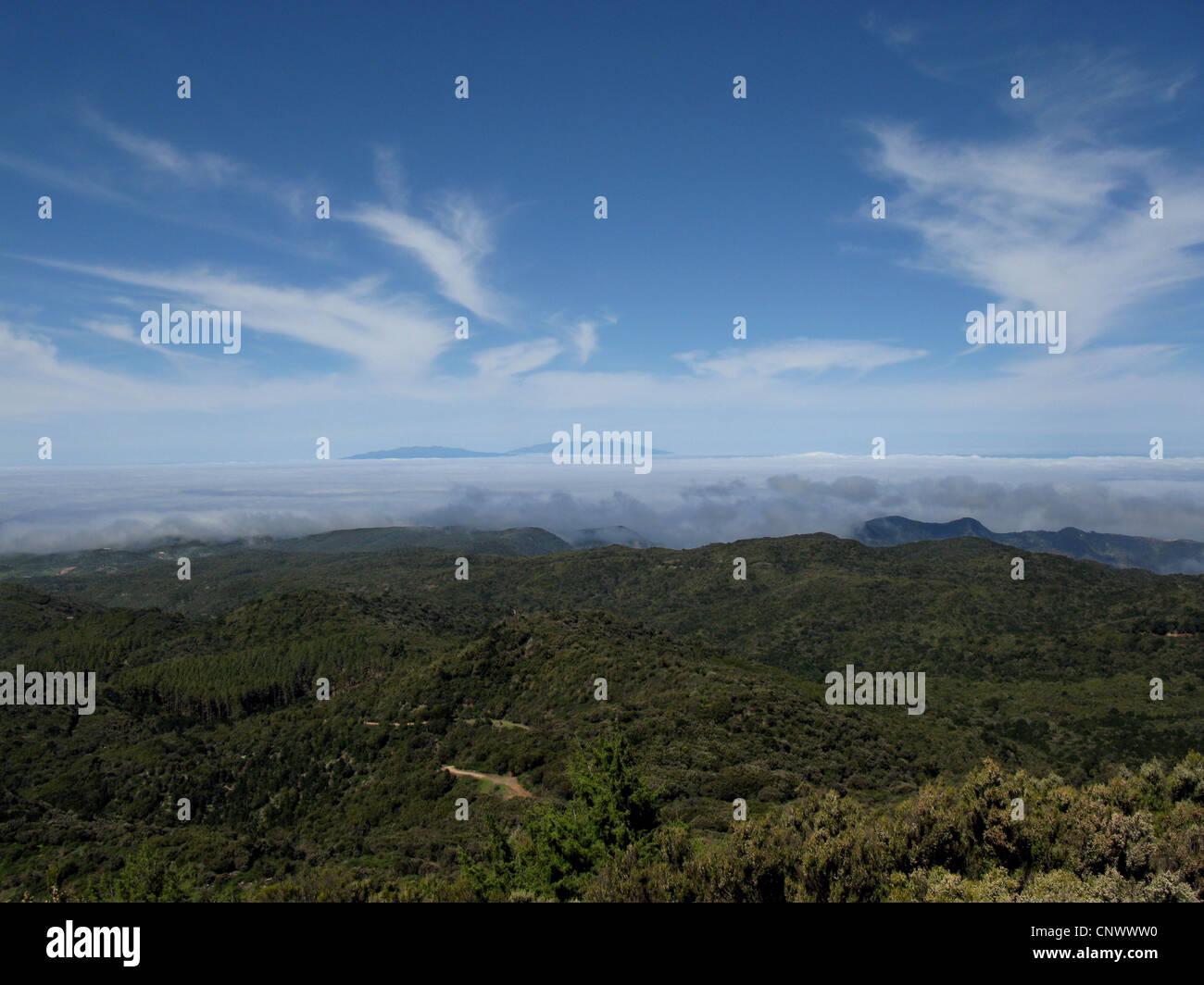 Blick vom Alto de Garajonay, der Lorbeerwald und La Palma, Kanarische Inseln, Gomera, Garajonay-Nationalpark Stockbild