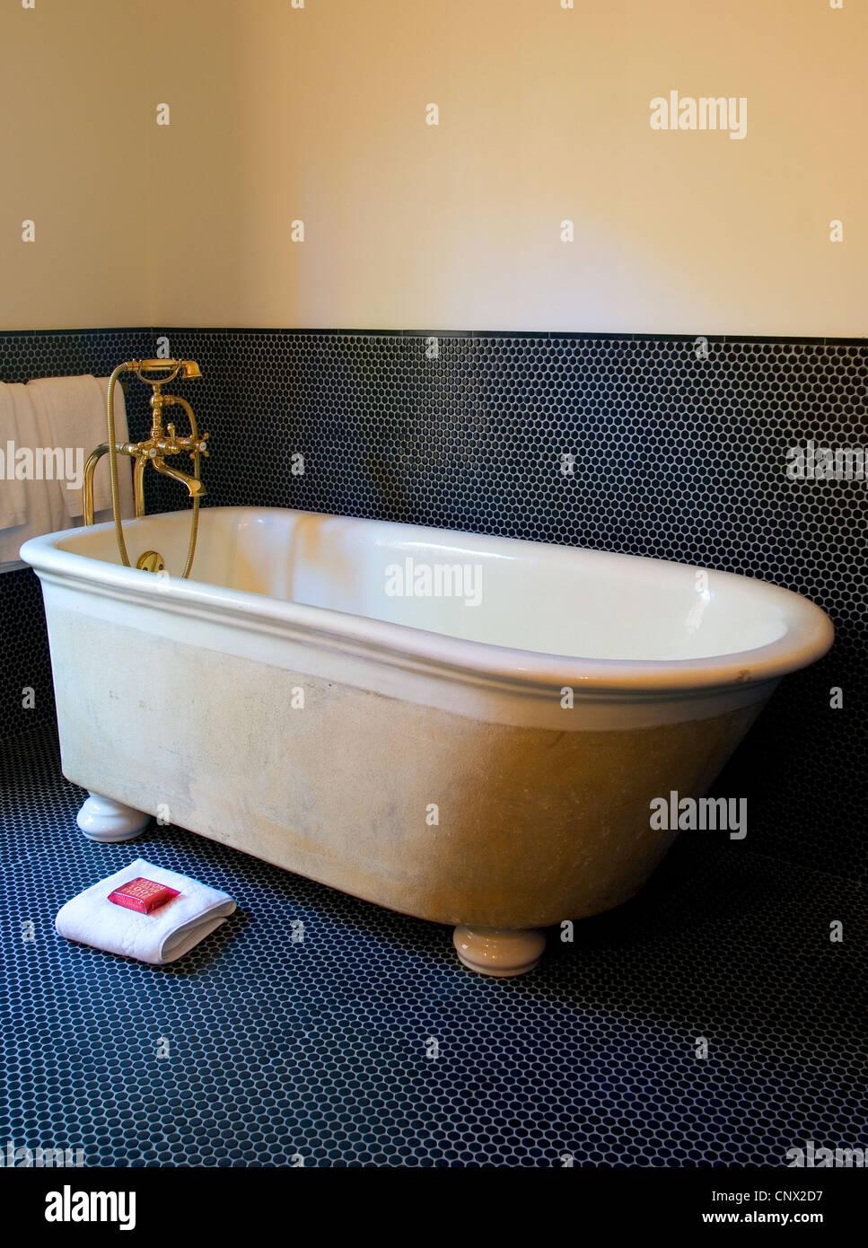 Eine Badewanne aus ein Zimmer im Hotel Saint Cecilia; Austin, TX. Stockbild