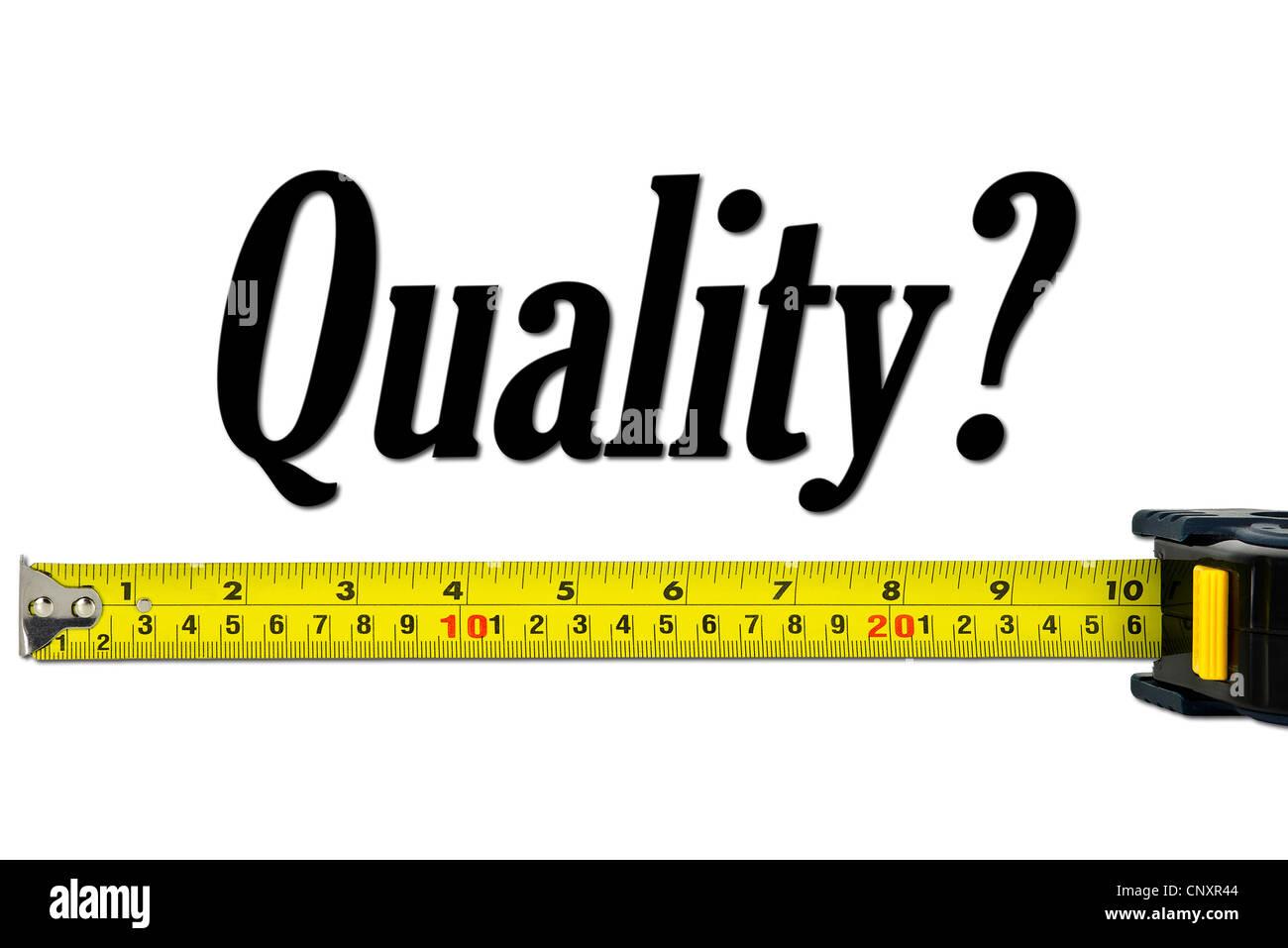 Qualitätskontrolle und Messkonzept mit einem Maßband Stockbild