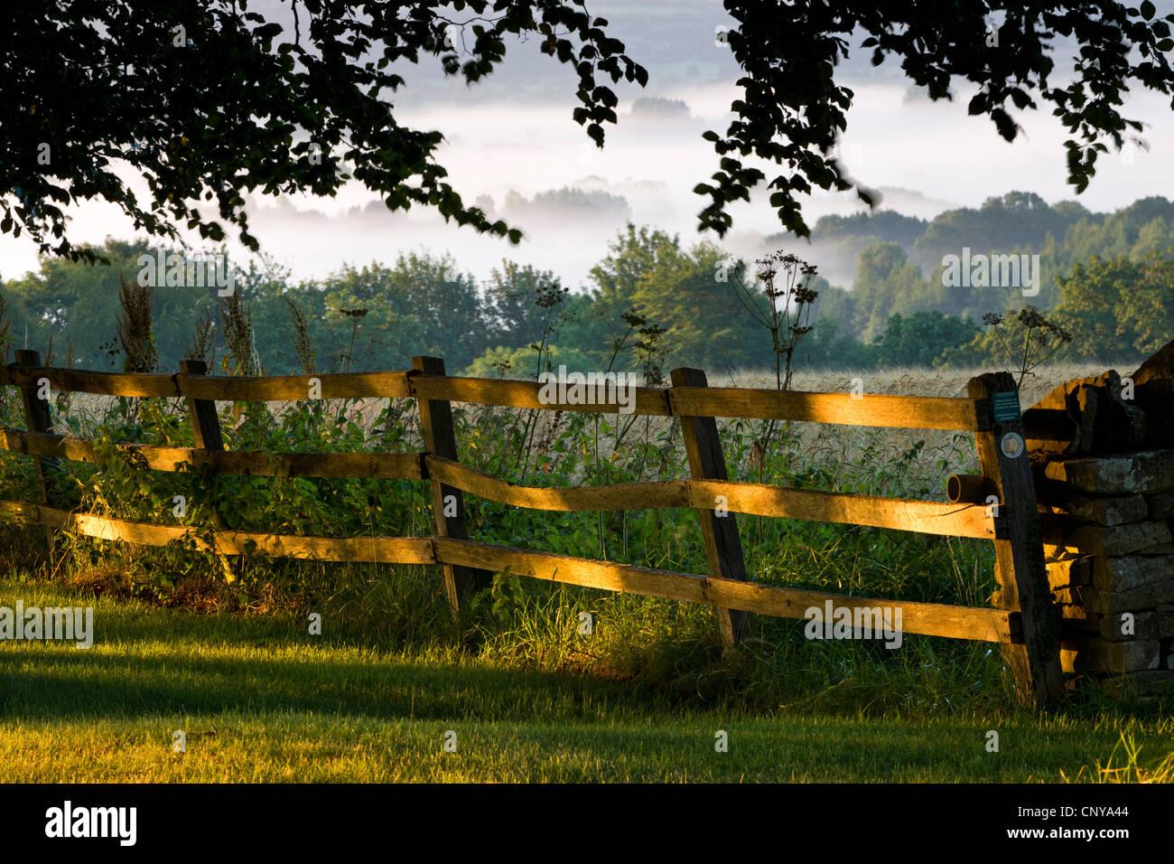 Landschaft-Landschaft der Cotswolds, Gloucestershire, England. Sommer 2011 Stockbild