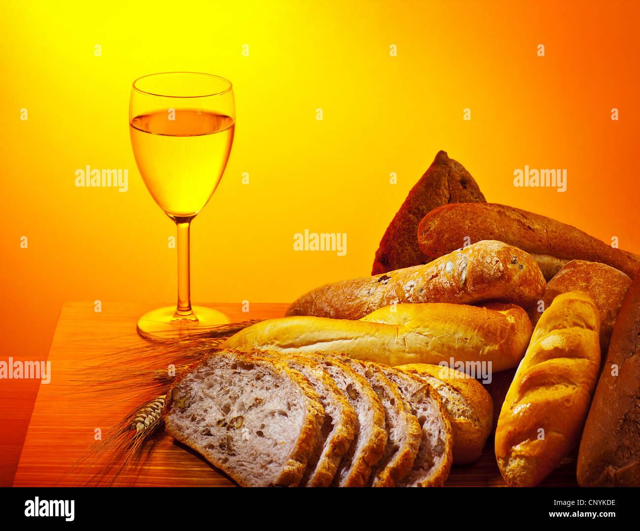 abendmahl kommunion essen brot und glas wein sonntag christliche traditionelle speisen. Black Bedroom Furniture Sets. Home Design Ideas