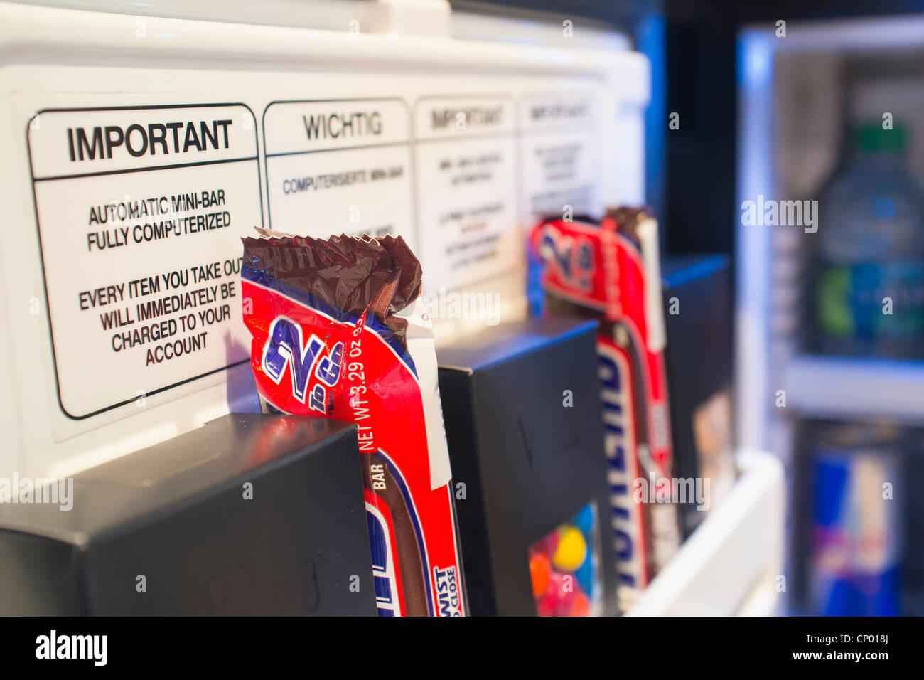 Minibar Als Kühlschrank Nutzen : Computerisierte minibar kühlschrank bei modernen hotelzimmer