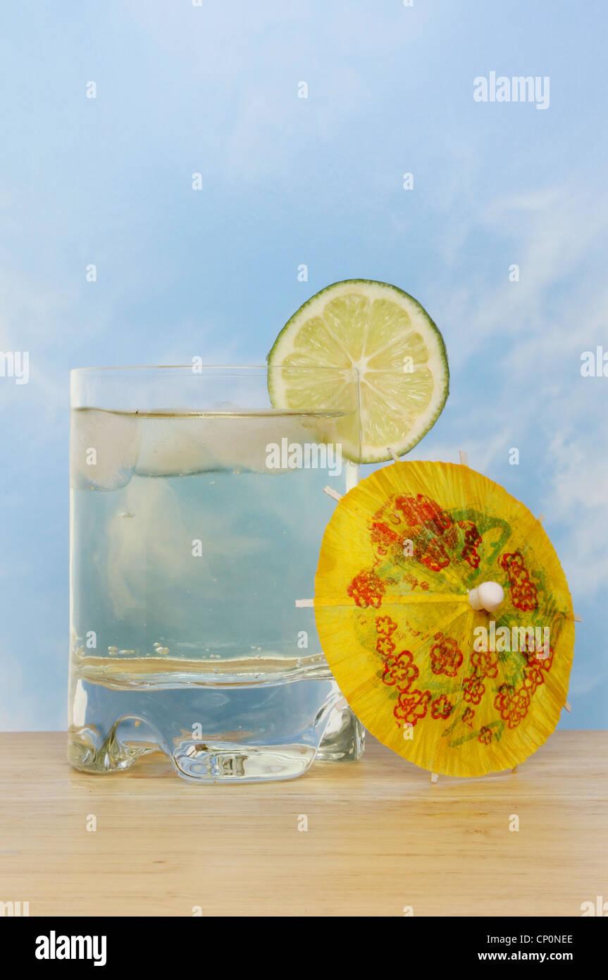 Kühlen und erfrischenden Limetten aromatisiert Getränke mit einer ...