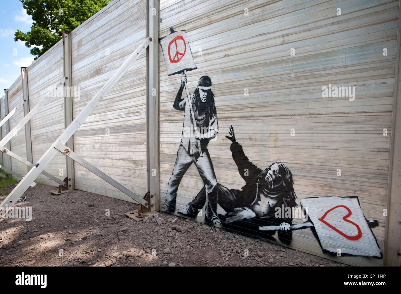 """Genial Super Zaun Foto Von Original Banksy Stück Auf Dem """"super-zaun"""" Rund"""