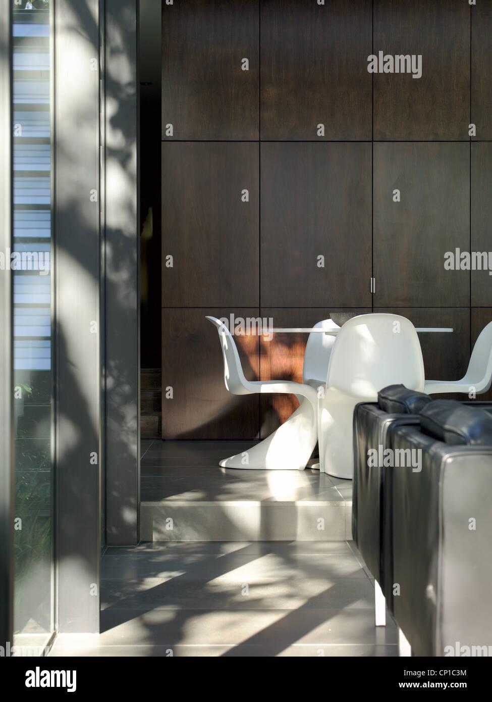 Eero Saarinen Table Stockfotos & Eero Saarinen Table Bilder - Alamy